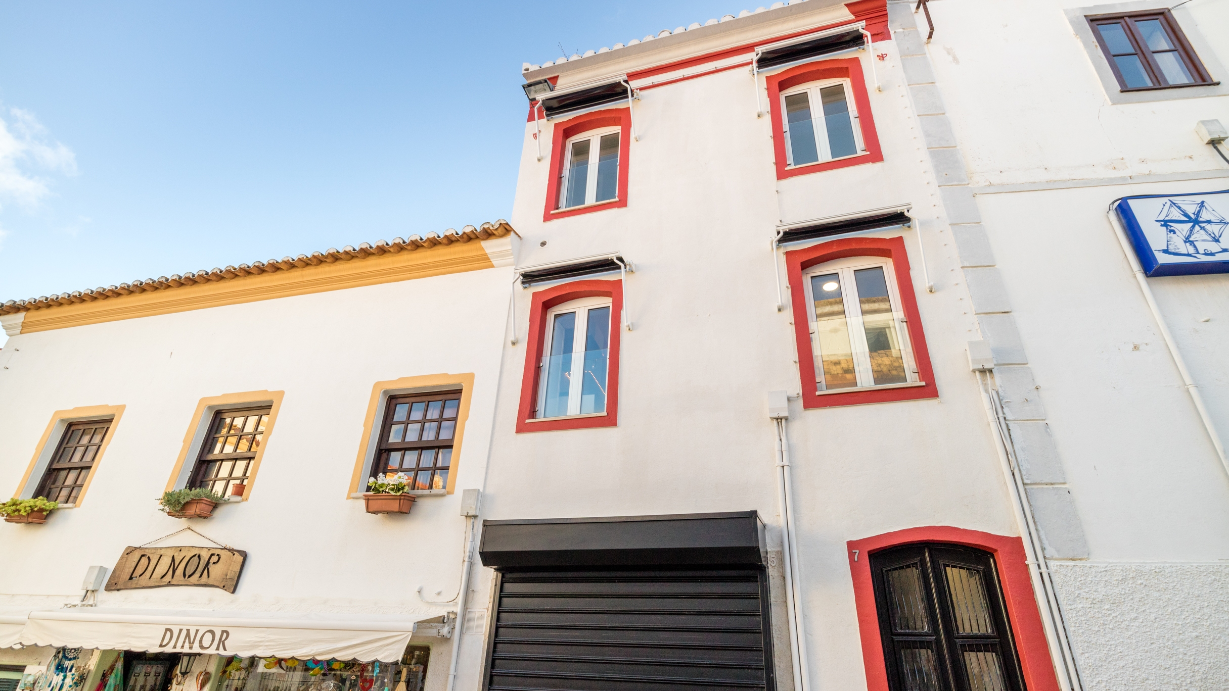 Quaint 2 Bedroom Townhouse near Beach in Historic City Centre Albufeira | VM1014