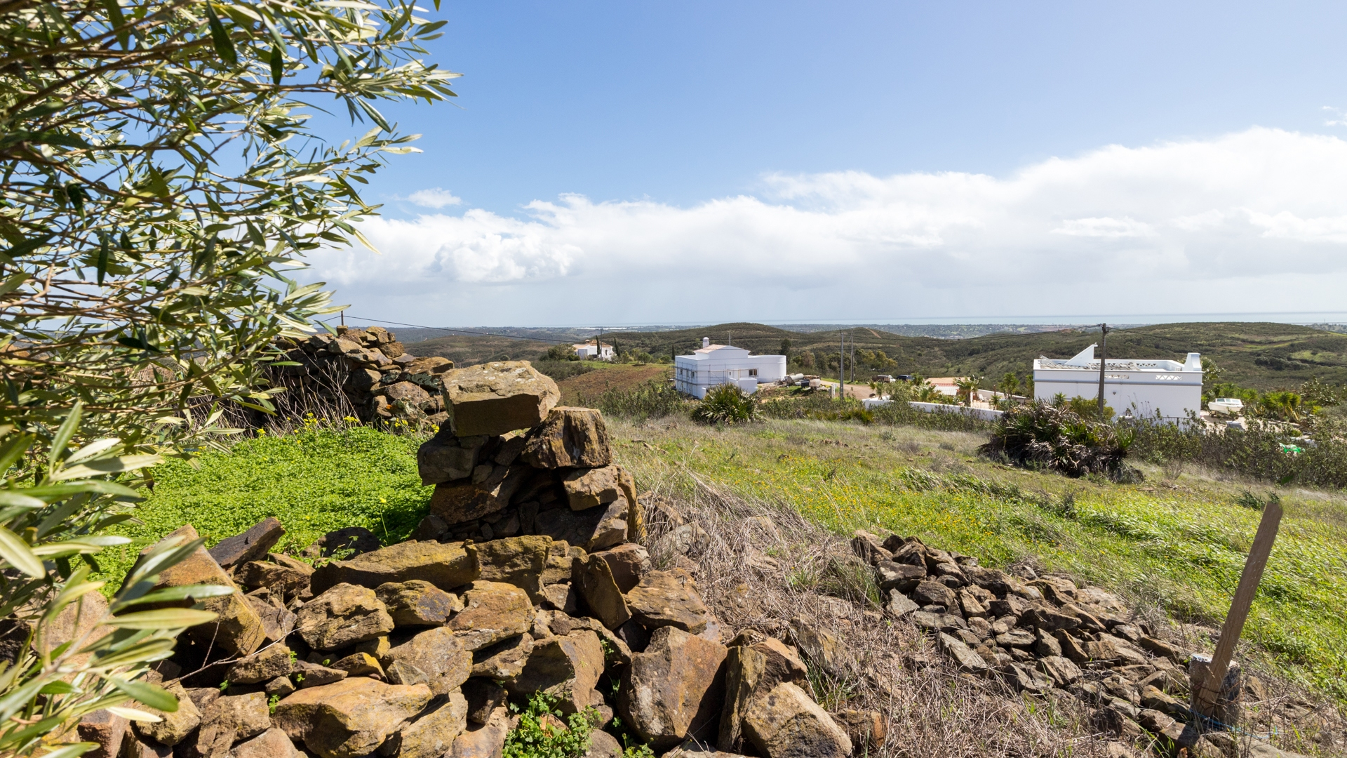 Plot with Ruin and Panoramic Sea Views, near Tavira | TV1042 Plot with 4.500m² and a ruin of 90m², on a quiet location, with beautiful sea views. It is located only 6km from Tavira, where you have all amenities.