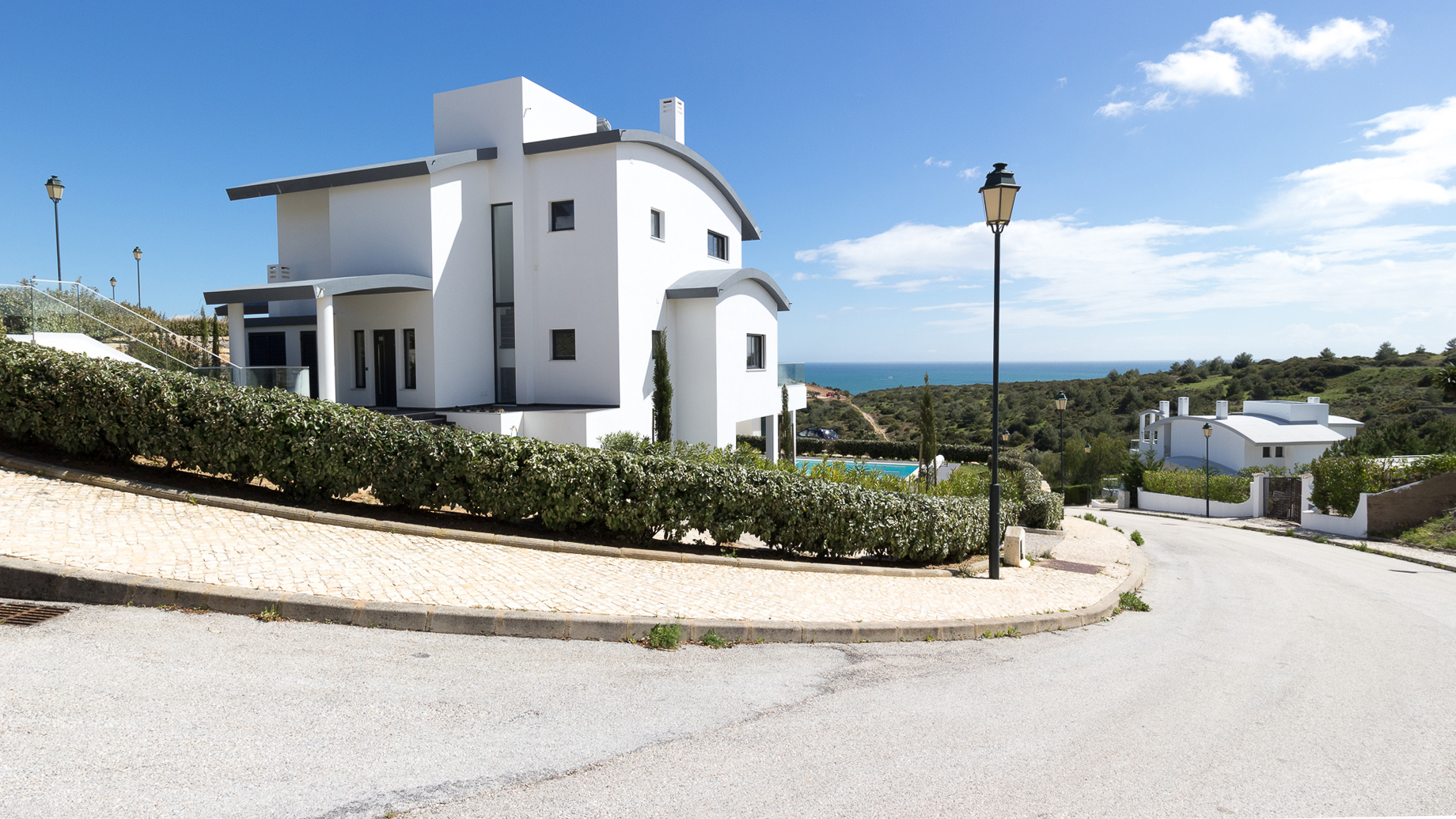 4 bedroom contemporary villa with pool and sea views, close to Burgau, West Algarve | LG1067 This contemporary property is located at Quinta da Fortaleza between Burgau and Salema. A beautiful idyllic place within walking distance of Cabanas Velhas beach with its own restaurant/bar.
