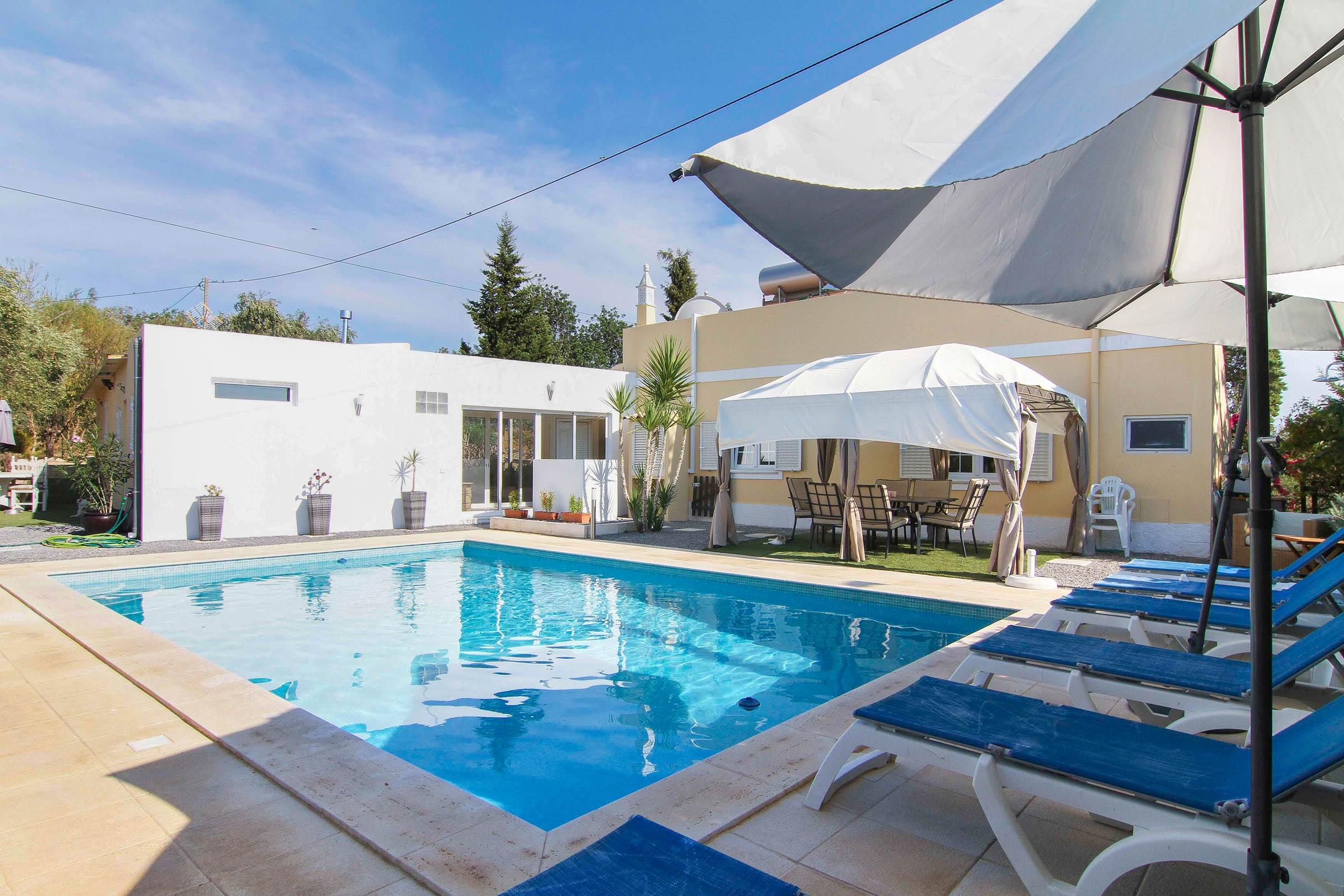 3 + 1 bedroom villa with pool and nice outside space near Tavira | TV1071 3+1 bedroom villa in a quiet area, close to Tavira and all amenities. It has a pool and a great outside area, perfect for al fresco dinig and sun bathing. It has also a good rental pontential.