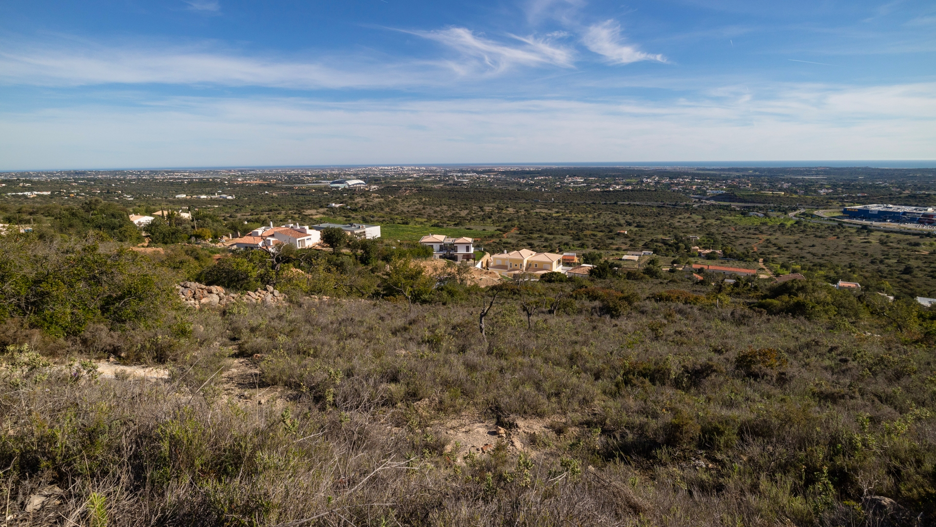 Plot with Fabulous Views and Building Project approved for 2 Villas, Santa Bárbara de Nexe | VM1075 Big plot with building project for 2 villas, in Santa Bárbara de Nexe. The plot is located close to all amenities and has beautiful sea views.