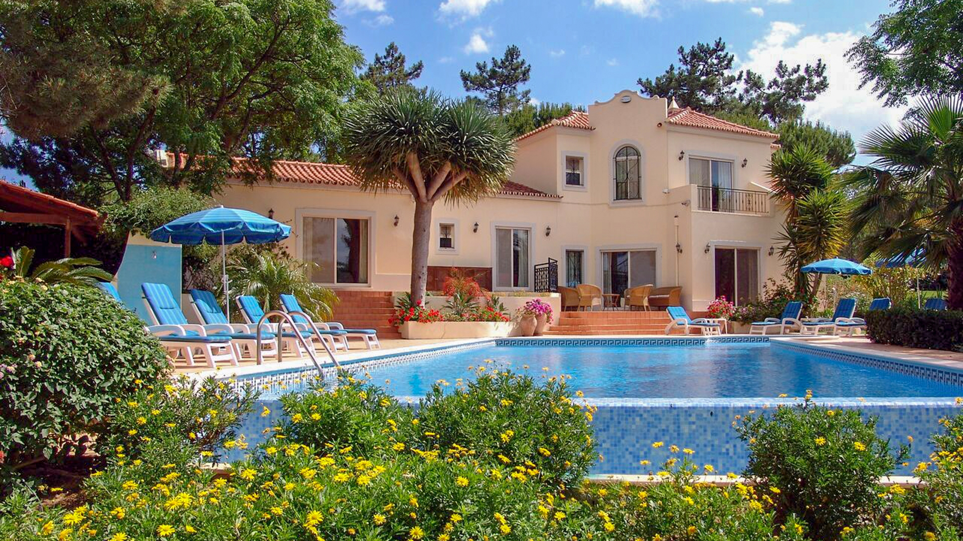 5 Bedroom Villa in quiet location in Ludo, near Quinta do Lago  | PRB042 5 bedroom villa with heated pool and tennis court, near Quinta do Lago. It is located in a quiet area, close to golf courses and beaches.