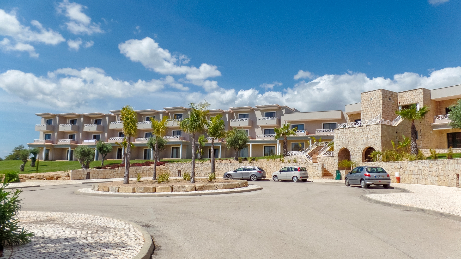 Brand new 2 bedroom triplex apartment on golf resort, Nr Carvoeiro, West Algarve | PCG1094 Two bedroom two bathroom fully fitted and furnished apartment over 3 floors located within the popular Pestana Gramacho golf resort in Carvoeiro. Rental program offering 5% Return on Investment per annum.
