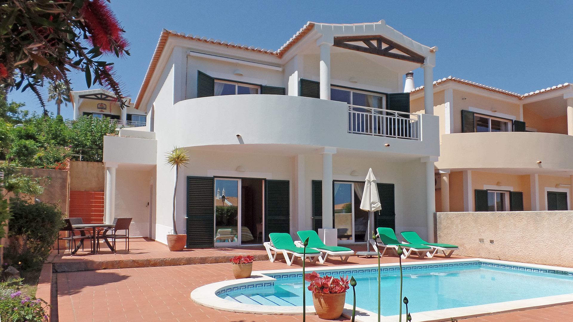 2 bedroom Villa with pool and sea view in Praia da Luz, West Algarve | LG1109 Two bedroom, two bathroom villa with pool in beautiful Praia da Luz with pool, mature well maintained gardens and stunning sea views. Situated in a tranquil location, with easy access to the beach and local amenities