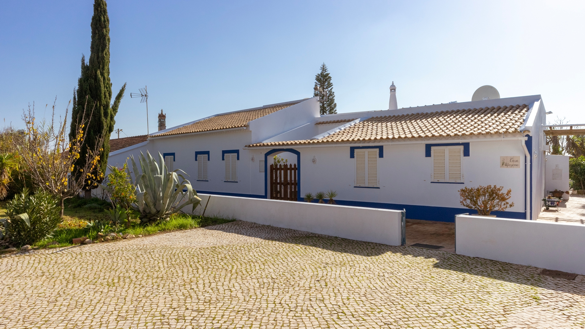 3 Bedroom Country House on a large plot with natural pond, between Lagoa and Silves | VM1136