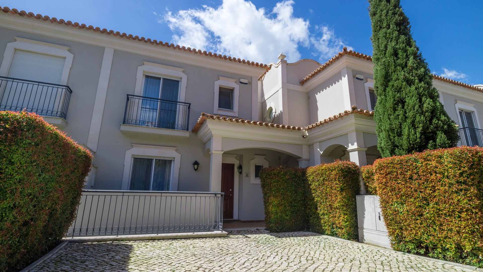 Smart 3 Bedroom Linked Villa with Sea Views on Prestigious Complex, Almancil | VM1151