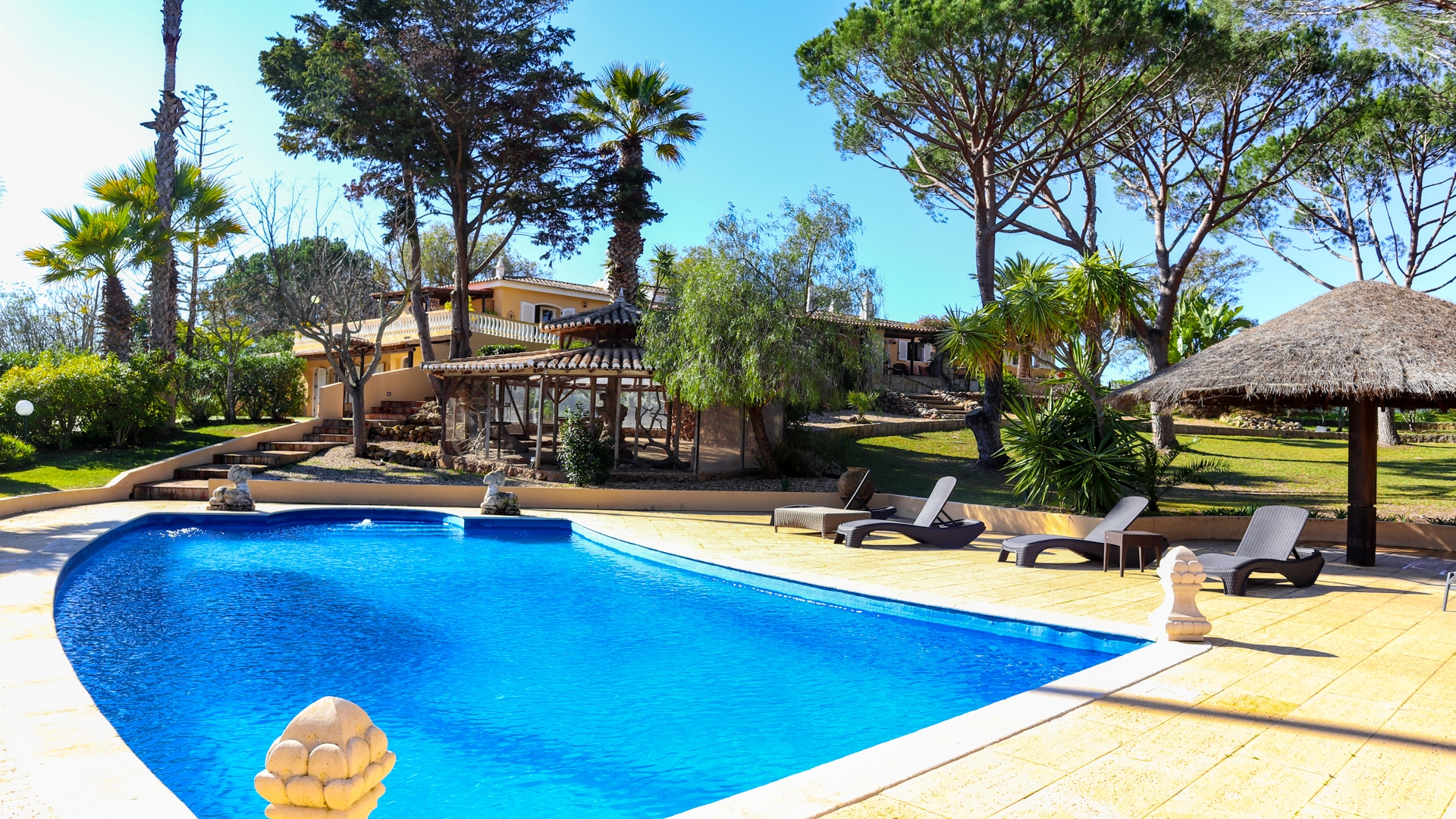 Luxurious 4 Bedroom Villa with Pool & Sea Views, Albufeira | VM1166