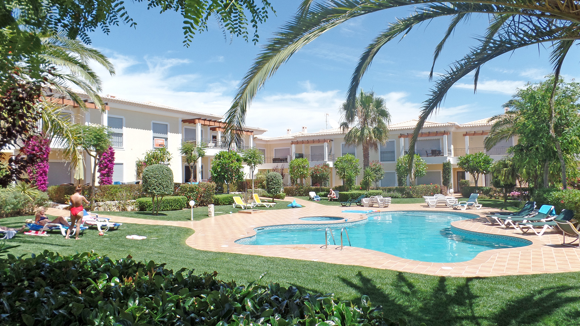 Two bedroom apartment in small complex, with comunal pool, Porto de Mós, Lagos, West Algarve | LG1171