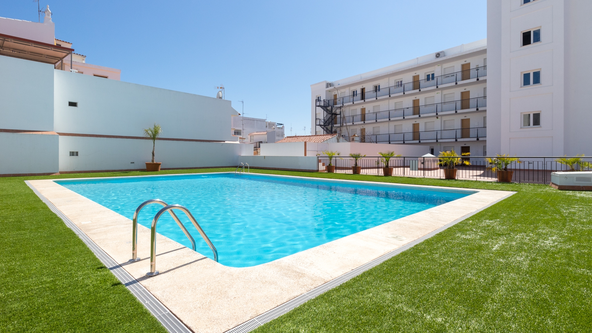 Modern 2-Bedroom Apartments with Communal Swimming Pool, Vila Real de Santo António | TV1173 An excellent opportunity to buy a new apartment within easy reach of the beaches and Spain. Several 1-bedroom apartments are also available. In Vila Real de Santo António.