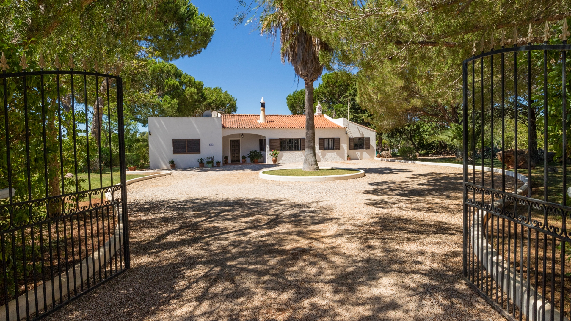 Charming 3 Bedroom Villa with Pool in Peaceful Area near Paderne | VM1175 This 3-bedroom property oozes charm, located in the countryside, yet not isolated and close to all amenities, near Paderne. A one level villa with private pool, perfect for retirement or a holiday home.