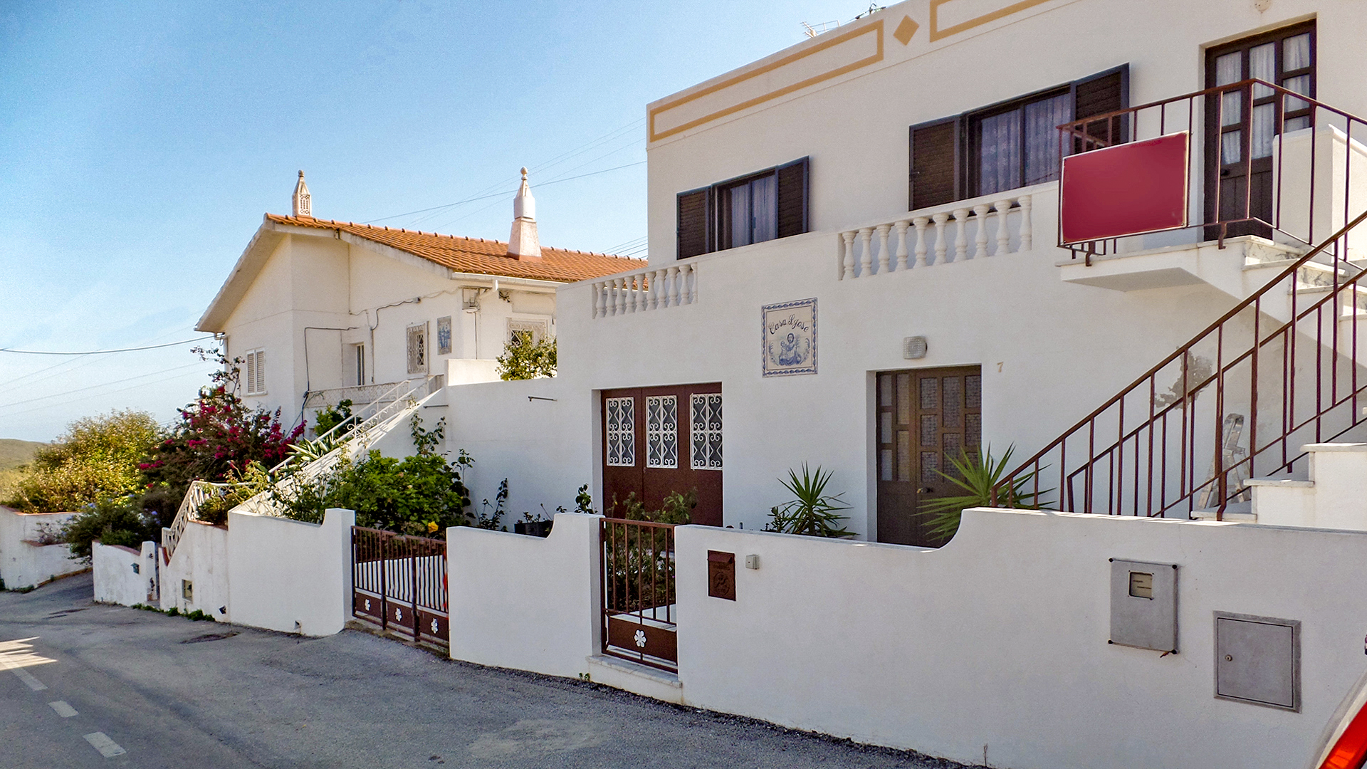 Two bedroom traditional villa, in a hamlet close to Zavial beach, West Algarve  | LG1177 Two bedroom fully furnished, traditional house with garage and flexible accommodation in a small, peaceful hamlet near Raposeira. Currently used as a summer home by the owners, this property has potential, for those wishing to live in or use as a holiday home due to its proximity to two of the Costa Vicentina's most beautiful beaches - Praia da Zavial and Praia da Ingrina.