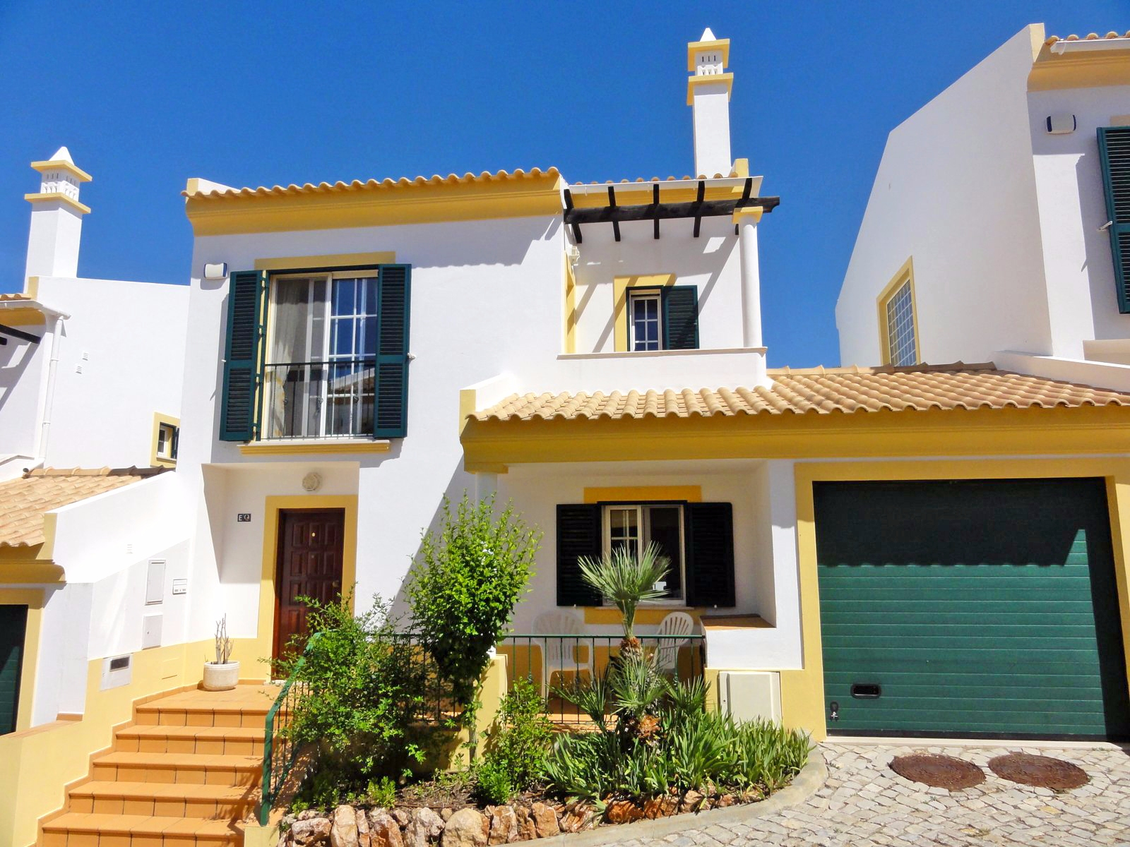 Modern 3 bed town house in country location, near Albufeira | ST1586