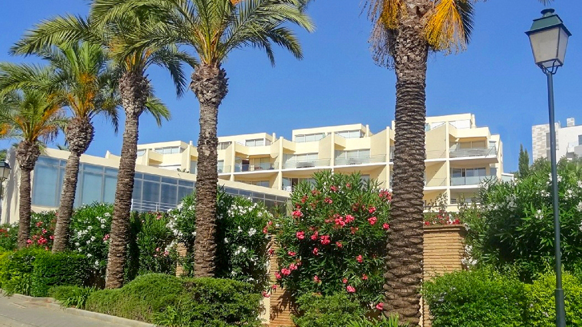 Spacious 3 Bedroom Duplex Apartment with Sea Views in Ferragudo, West Algarve | VM1213 This 3 bedrooms, 2 bathrooms duplex apartment is located within a renowned resort in Ferragudo. The complex has a beautiful lounge and dining area around the pool and is a short walk to the beach, riverfront restaurants and plaza.