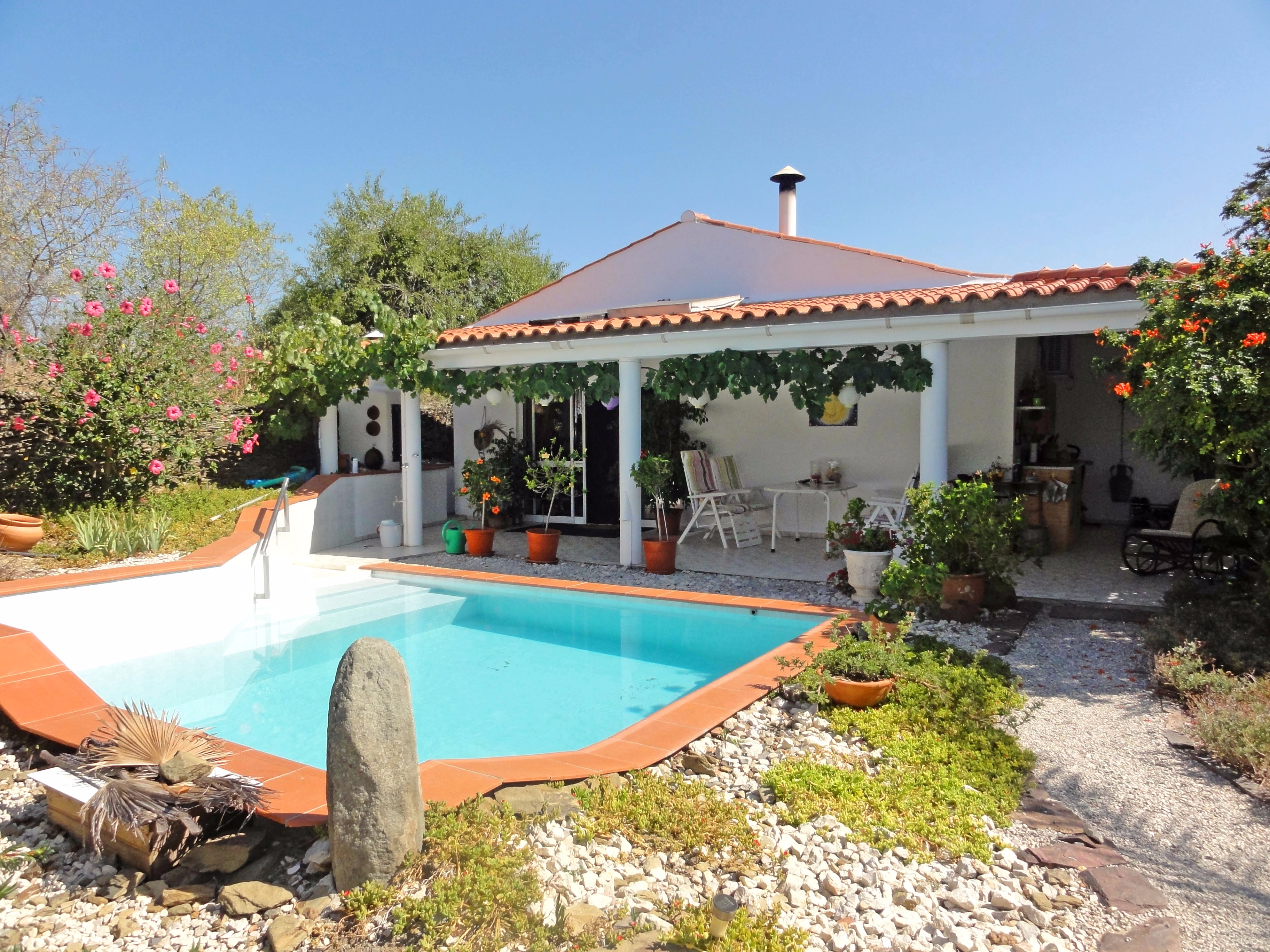 Restored village house and annex with pool near Alcoutim | S1795