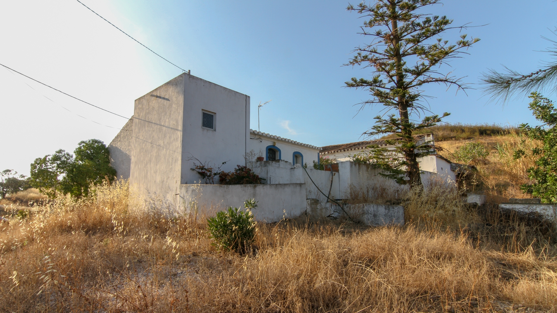 Old houses to restore with large plot near Estorninhos, Tavira | TV1232