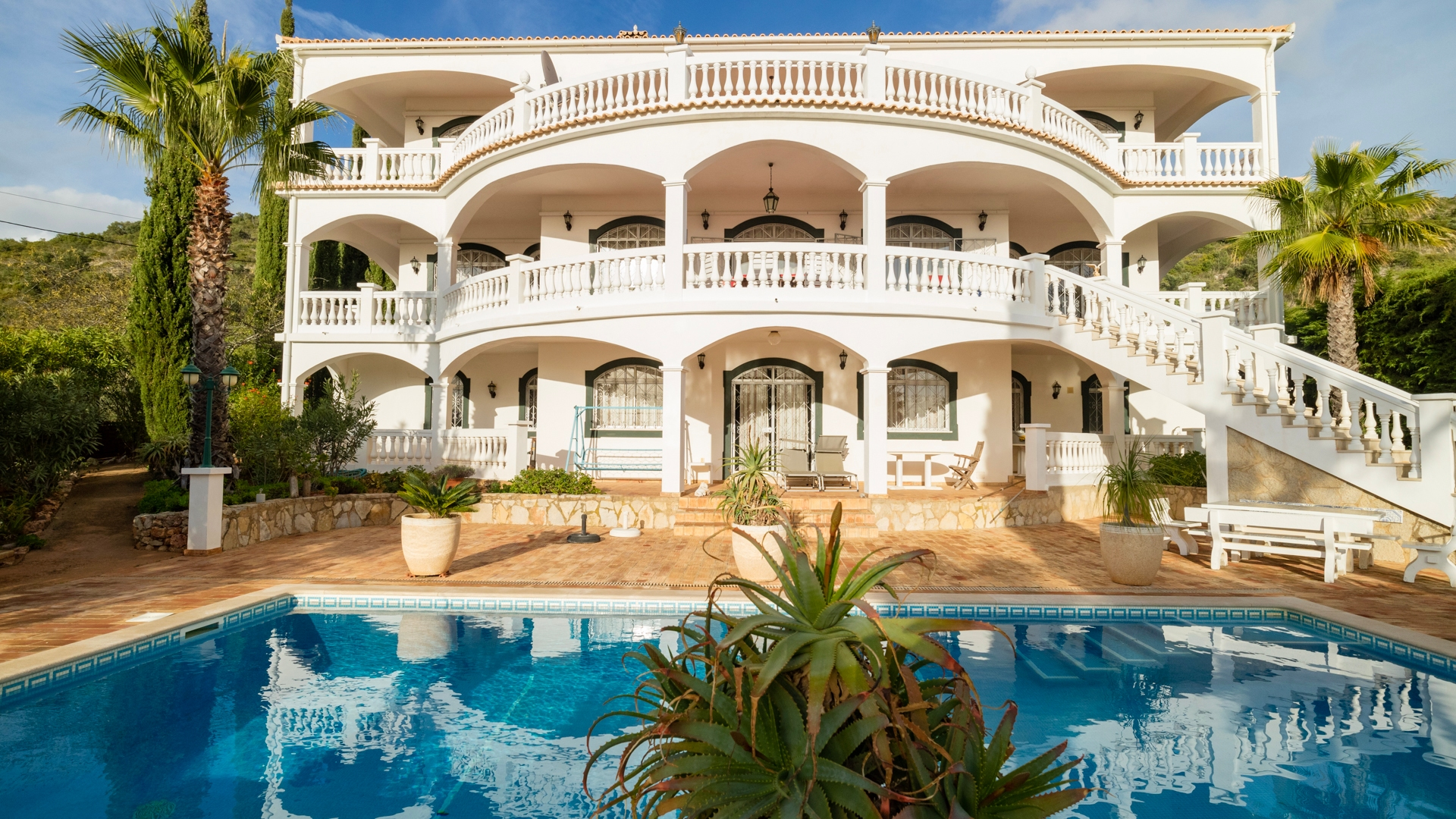 Immense 6 Bedroom Colonial Style Villa with Panoramic Sea Views, Santa Bárbara de Nexe | VM1299 This colossal property has 2 identical floors with scope for remodelling the living areas as desired. Panoramic sea views and mature gardens give this property a regal feeling