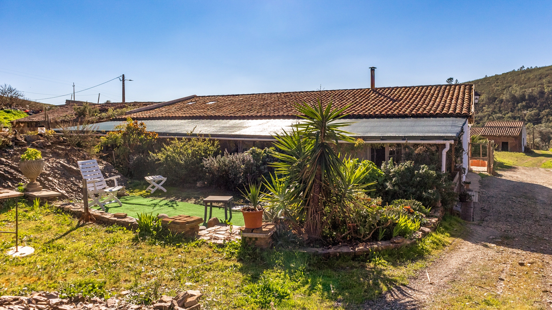 2-bedroom country house and 1-bedroom annex, ruin and 2 lakes on 6ha plot, near Mexilhoeira Grande, West Algarve | LG1355