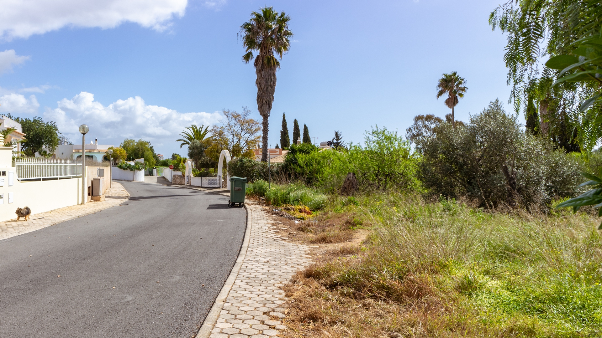 Final plot on exclusive urbanization between Estômbar and Lagoa | VM1387 Plot with permission to build a large villa with pool and garden, located close to all amenities with good access, between Estômbar and Lagoa.