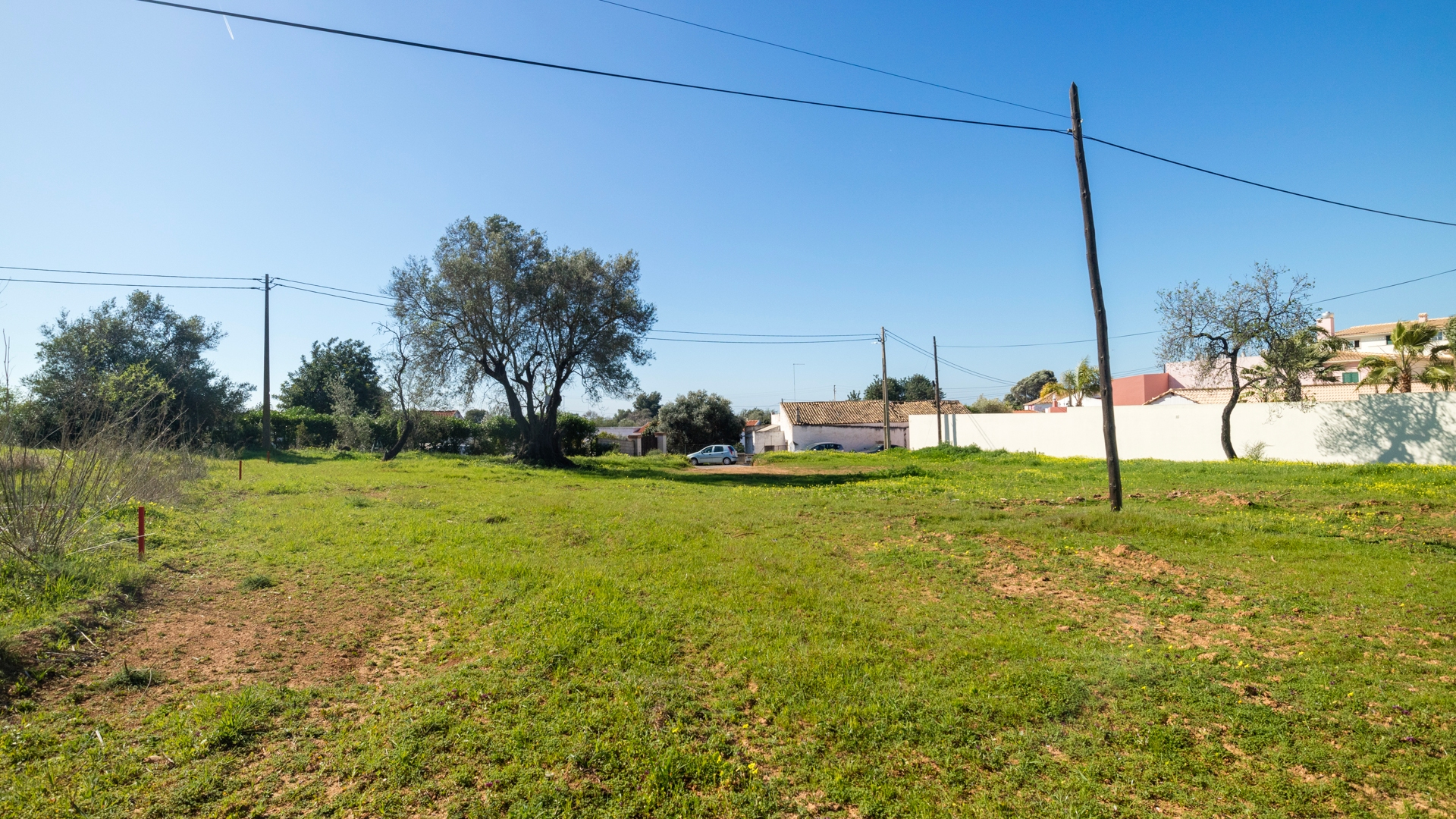 Plot with Building Permission in Central Location, near Boliqueime and Vilamoura | VM1397 Flat plot with good access in central location close to golf, beaches and Vilamoura marina. A great investment opportunity to build a dream house to your own specifications.