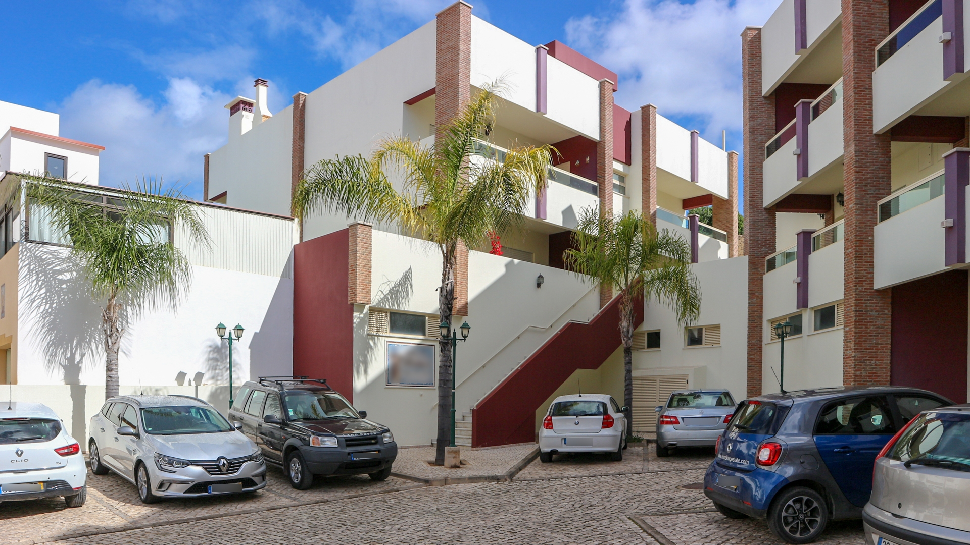 Modern two bedroom two bathroom apartment in the center of Ferragudo | VM1409 Top floor of two story building that consists of 4 apartments, with verandas, in the center of Ferragudo.