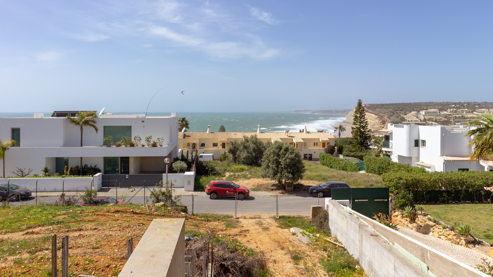 Partly constructed luxury 4 bedroom 3 storey villa with sea view in Porto de Mós, Lagos | LG1415 Luxury villa with 4 en-suite bedrooms, laundry and gym, separate living and dining room. Sea views. Two car garage and further outdoor parking, in Porto de Mós, near Lagos.