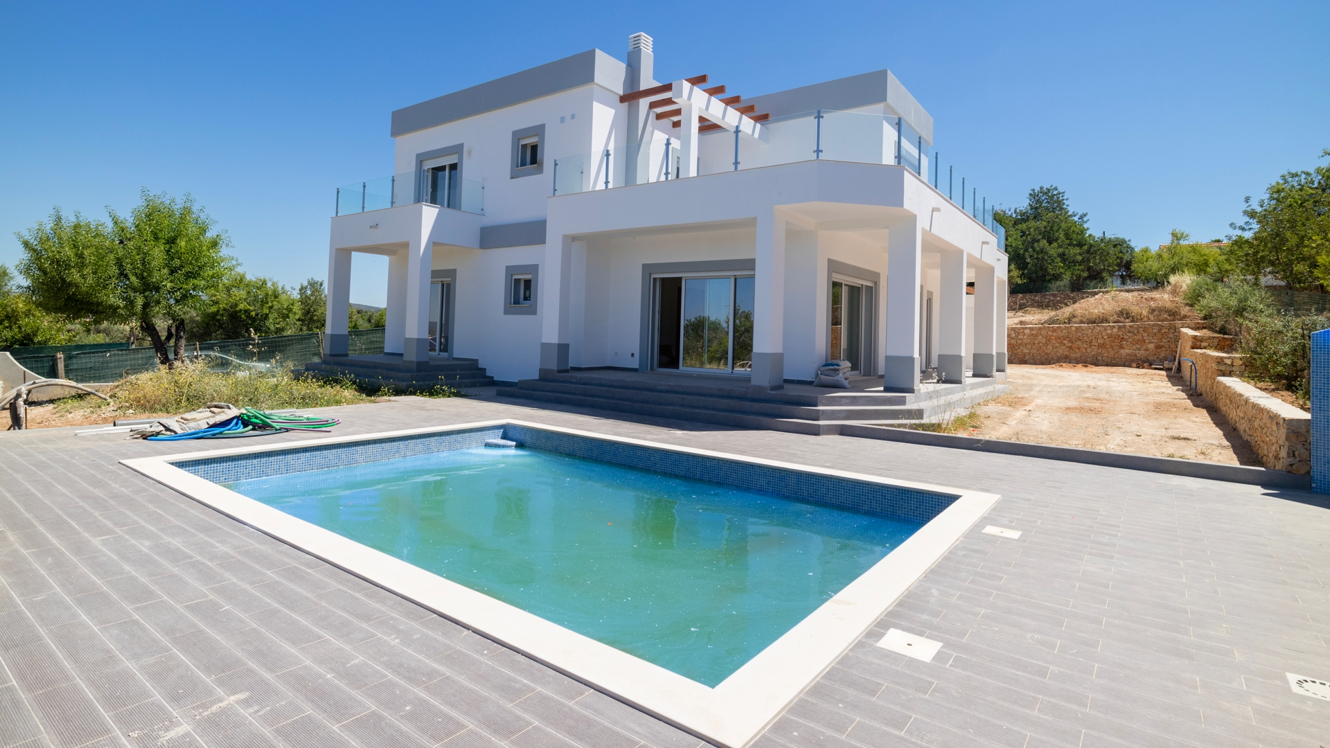 Contemporary 4 Bedroom Villa with Pool near Paderne, Albufeira | VM1459 This newly built modern home is located within walking distance to the village of Paderne with all amenities catered to and is set in a peaceful environment with panoramic countryside views.