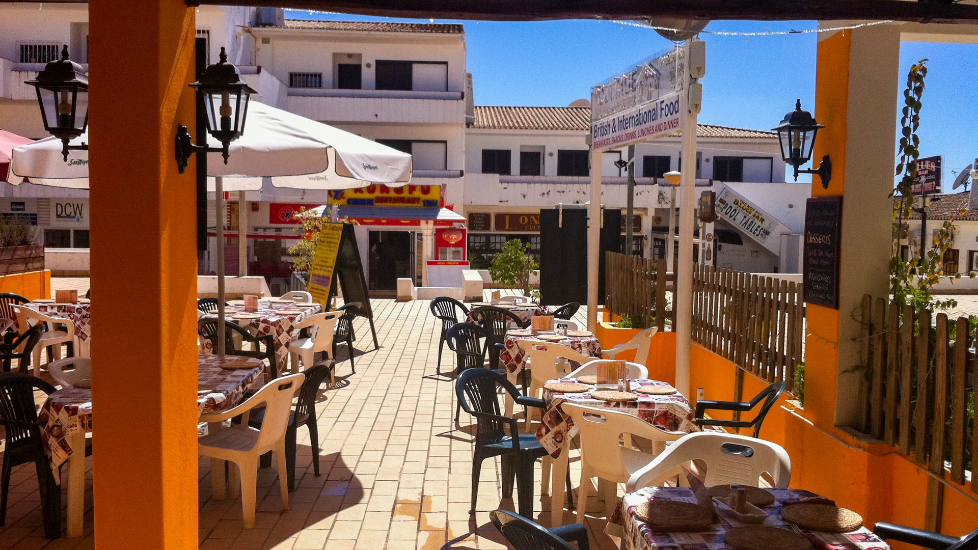 Business Opportunity – Successful Restaurant in Busy Albufeira Resort | VM1538