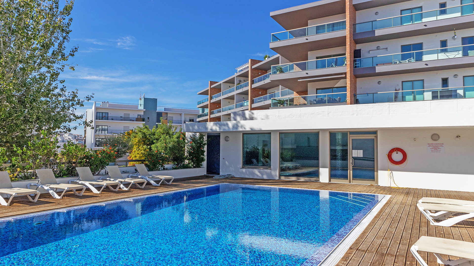 Stunning, 2 bedroom apartment with indoor & outdoor pools, near beach & marina, Lagos, Algarve | LG1556 Immaculate, modern 2 bedroom, 2 bathroom apartment close to Meia Praia beach and Lagos marina.  Benefitting from a south-east facing terrace with sea view. The apartment boasts both indoor & outdoor communal pools, air conditioning, underground parking and a storage room. An ideal property for rental investment, holiday home or due to proximity to amenities, permanent residence too. Must be viewed!