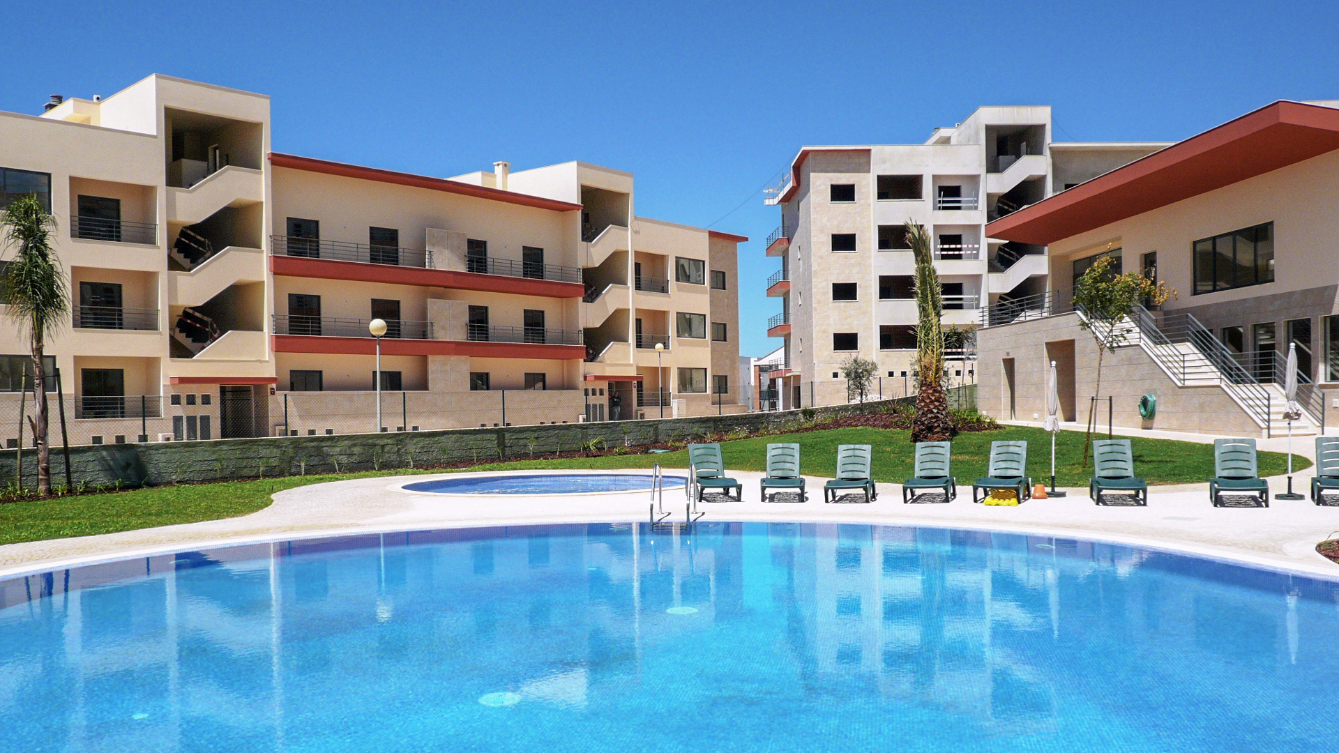 2 and 3 bedroom apartments with communal pool near Lagos Marina, West Algarve  | S415 A selection of high quality 2 and 3 bedroom apartments with communal pool near Lagos Marina.