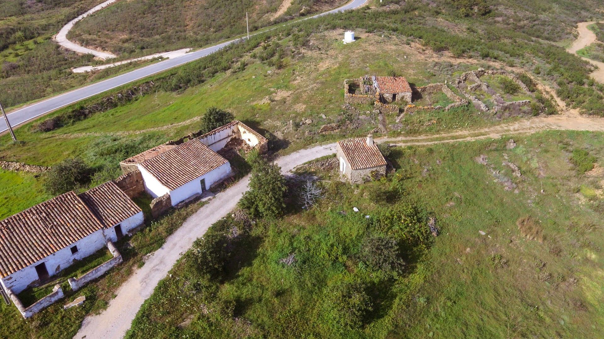 Investment Opportunity: Plot with Ruins and Sea Views, close to Tavira, East Algarve | TV1573 Plot with building and adjacent ruins to be restored or rebuilt. Hilltop location, good access and great views, close to Tavira.