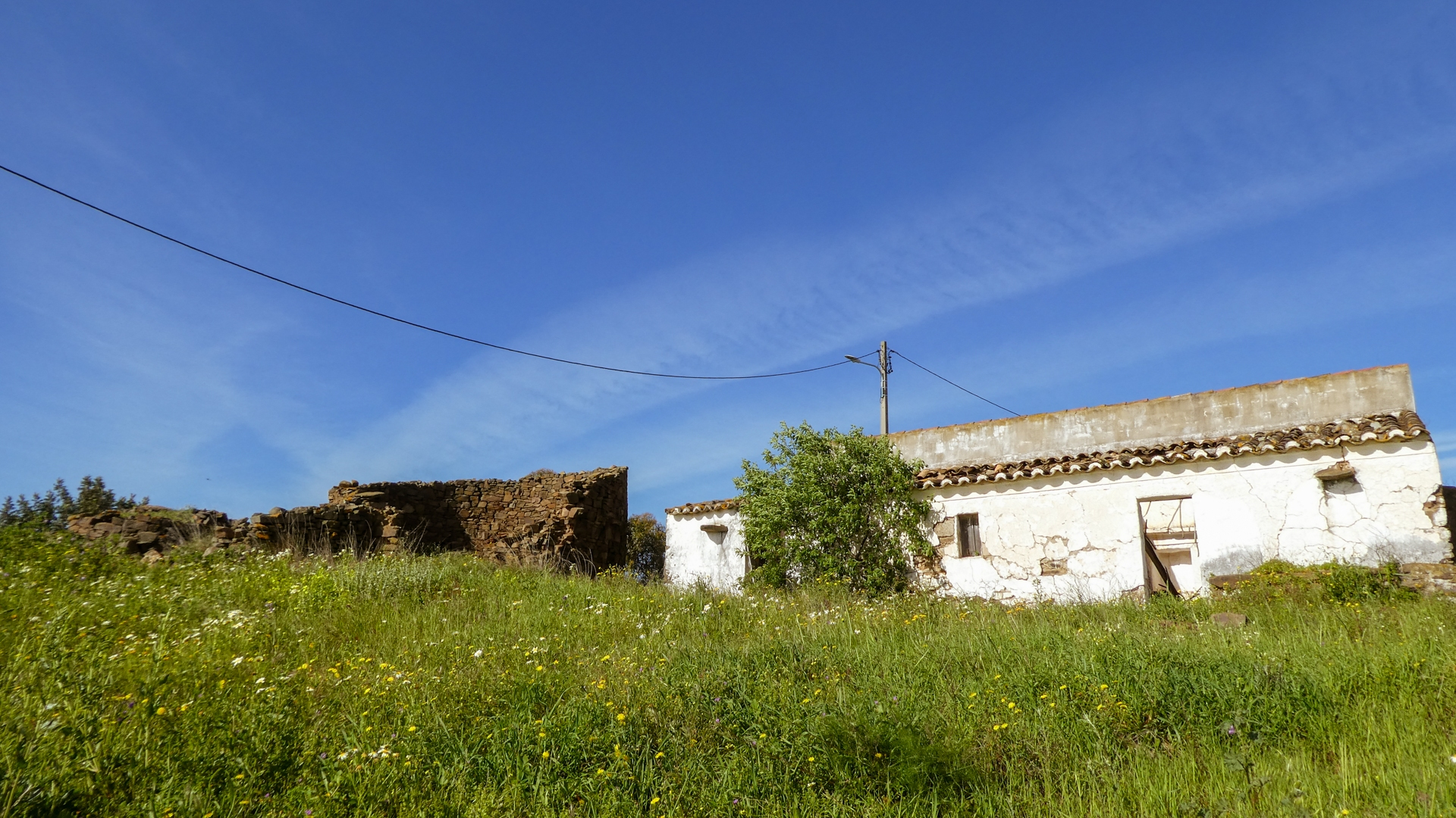 Restoration Project: Plot with Ruins and Sea Views, close to Tavira, East Algarve | TV1576 Plot with building and adjacent ruins, to be restored or for new construction. Good access and great views, close to Tavira.