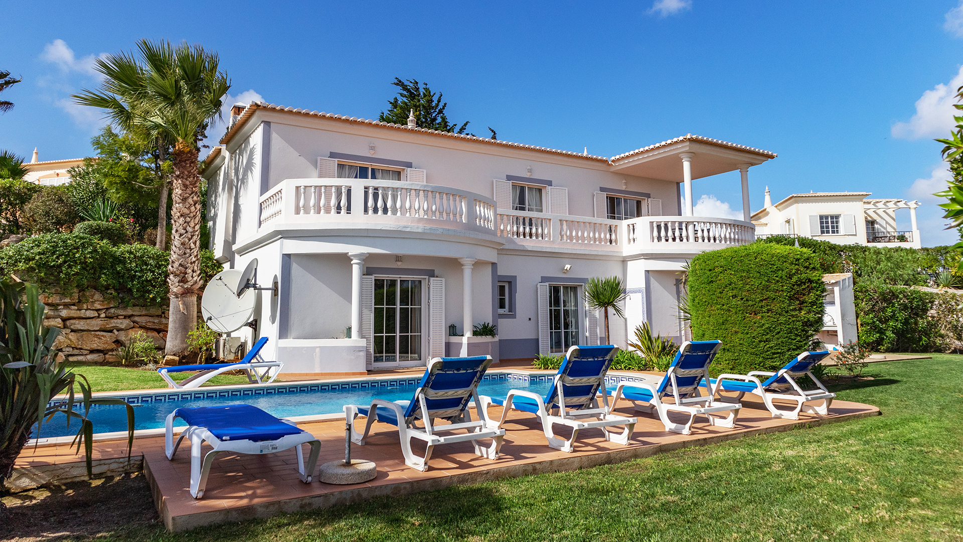 Beautiful 3 bedroom golf villa with private pool & garden, near Salema, West Algarve | LG1577 This fabulous 3-bedroom traditional style villa with sea views, private pool and landscaped garden is located on the prestigious Santo Antonio Golf resort, in Budens. A 5-minute drive from the popular Salema beach and only 10 minutes from Praia da Luz coastal village. There are on-site facilities including clubhouse, restaurant and spa. The 3 double bedrooms are on the lower ground floor and all living space on the entrance level. The open plan living area, kitchen and wrap-around terrace provide distant views to the ocean. An ideal home in the sun for golfers and sun worshippers alike or someone looking for a good rental investment!