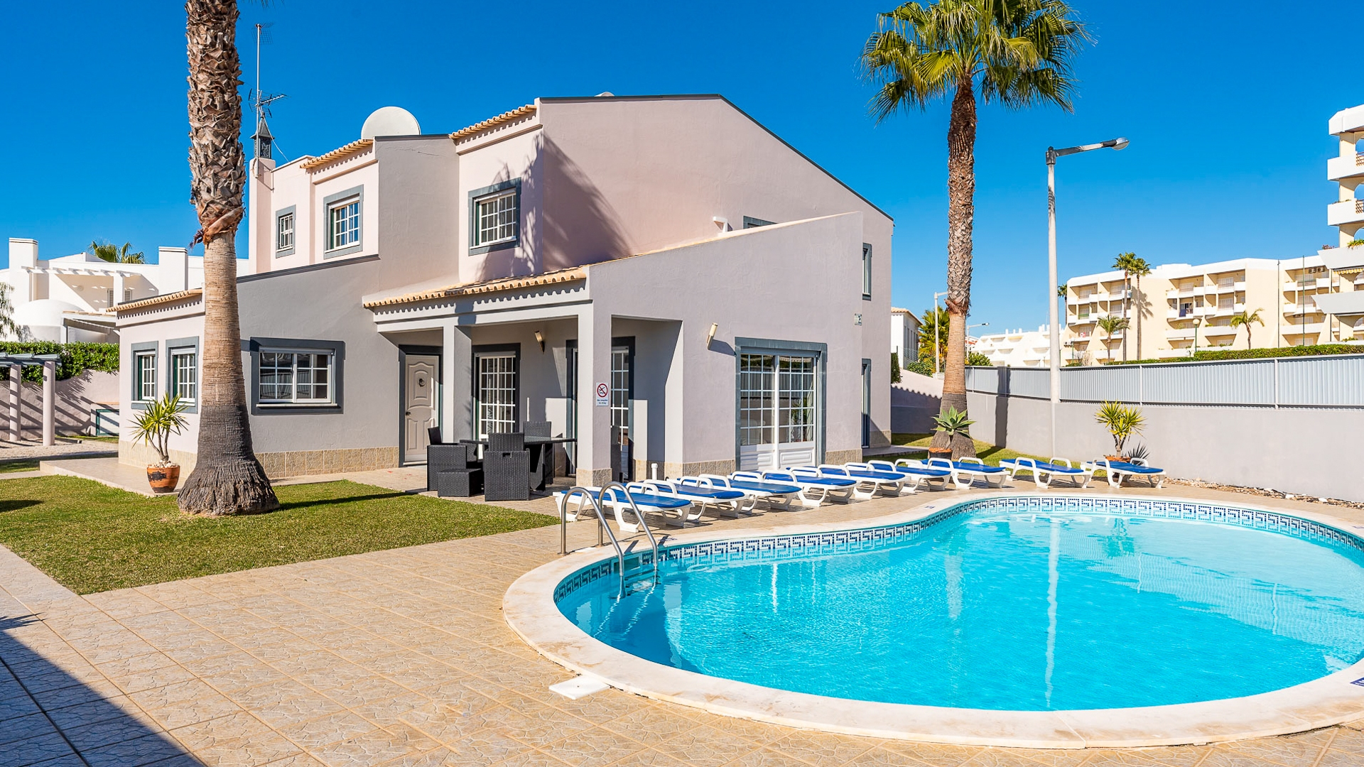 5 Bedroom Villa Close to Beaches, Albufeira | PGM1645 This property is close to amenities, beaches, restaurants and supermarket. Excellent investment property for holiday rentals due to its fantastic location.