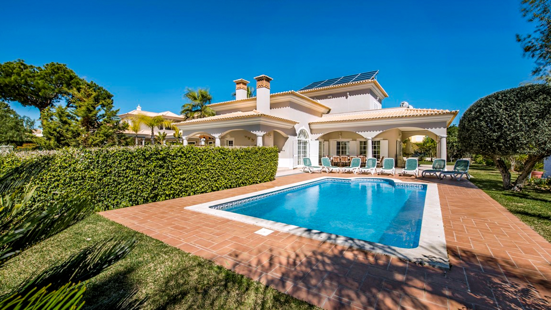 Modern 4 Bedroom Villa on Golf Condominium near Vilamoura | PMR328 An attractive and well-maintained villa used as an investment property with an income from holiday and golf rentals