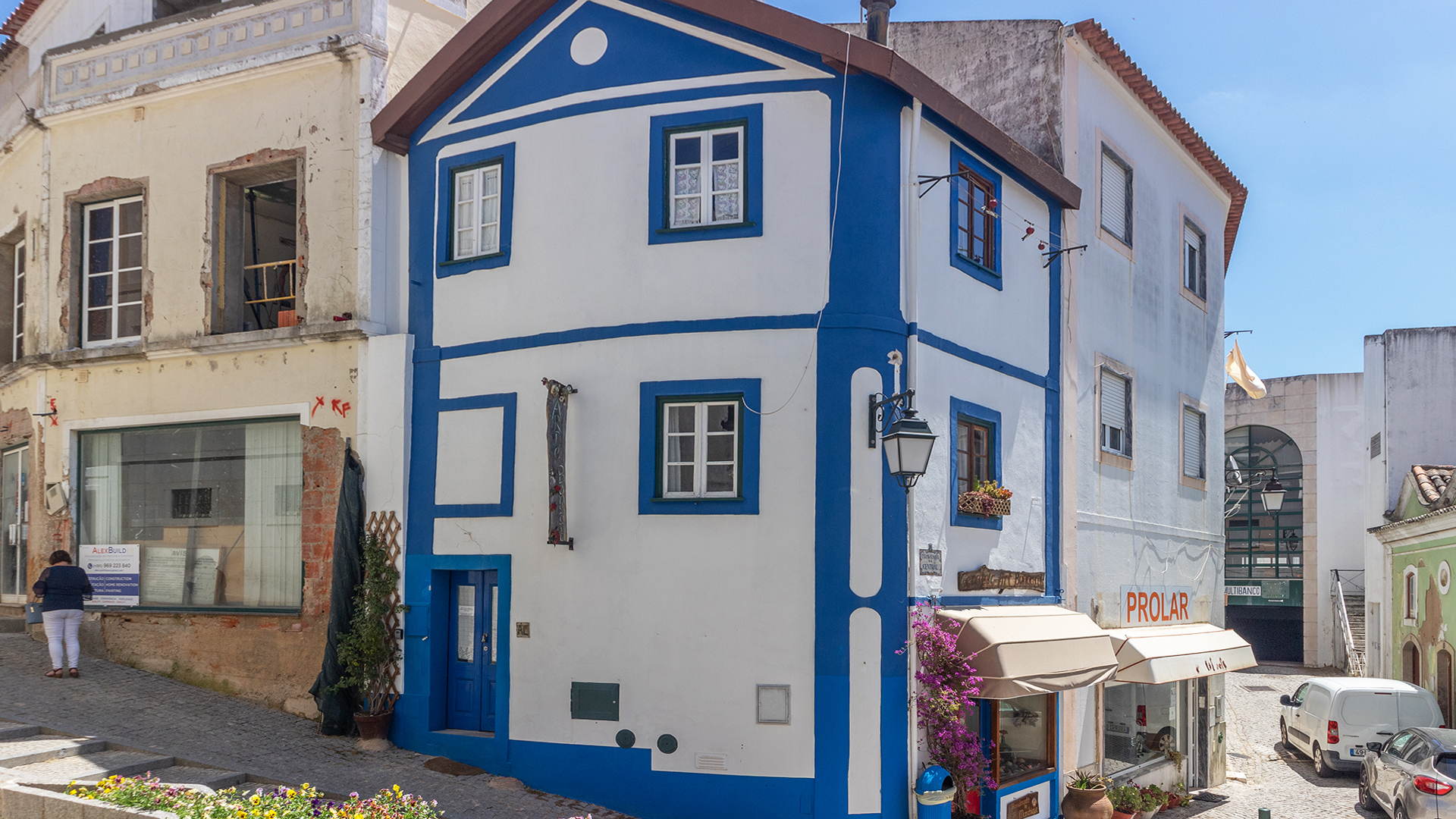 2 Bedroom townhouse with rental license and studio in Monchique town, West Algarve | LG1658 This lovingly renovated traditional townhouse has two storey accommodation and a ground floor commercial space. Perfectly located on a pedestrian street right in the centre of the thriving mountain town.