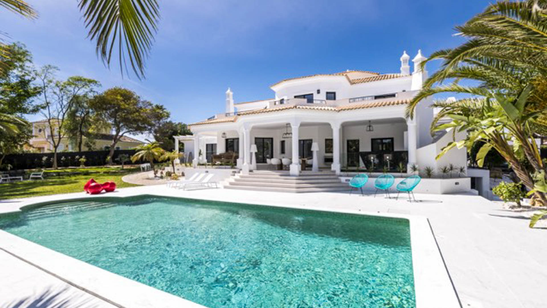 Immaculate 4 Bedroom Villa Newly Renovated on Vila Sol Golf | VM1760 This modern villa has just undergone total renovations with new kitchen, windows, pool and fixtures. Walking distance to golf and restaurants makes this an ideal rental investment for holiday lets