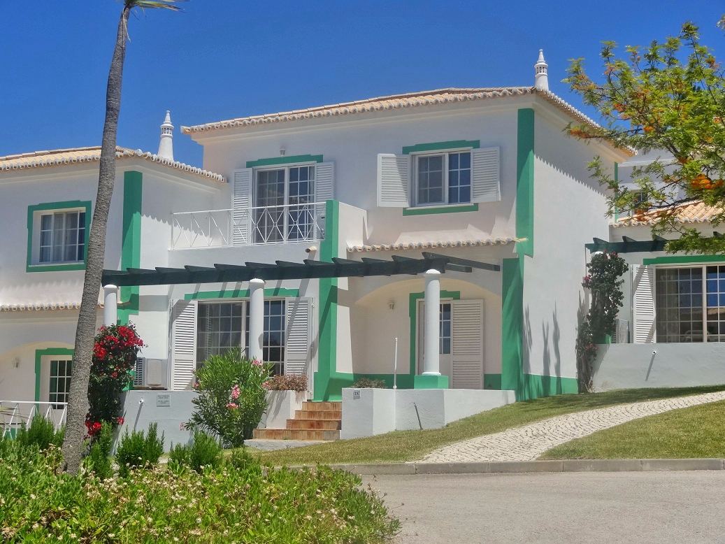 2 bedroom townhouse in quiet location, near carvoeiro
