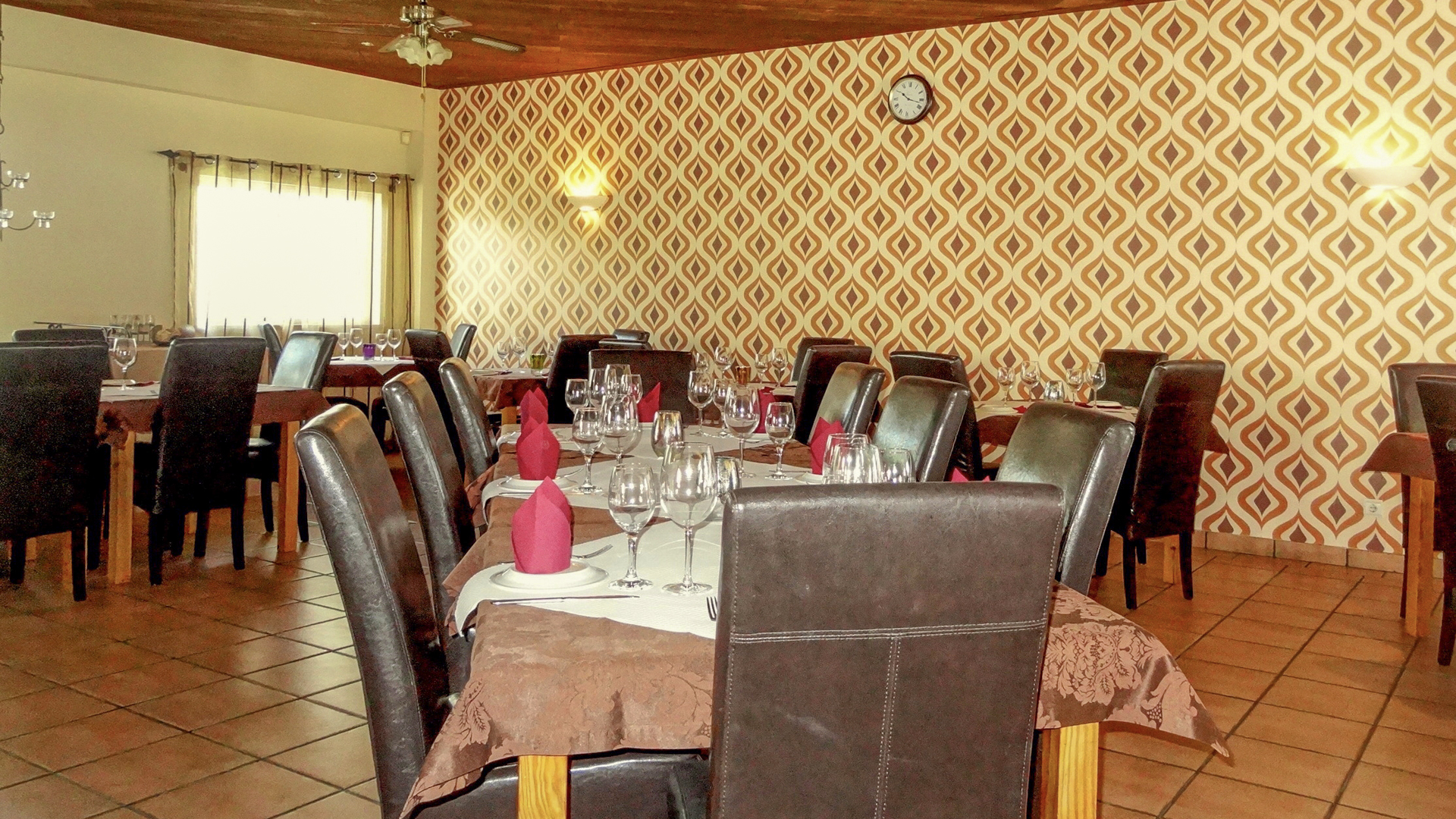 business opportunity- licensed restaurant close to beaches in galé, albufeira