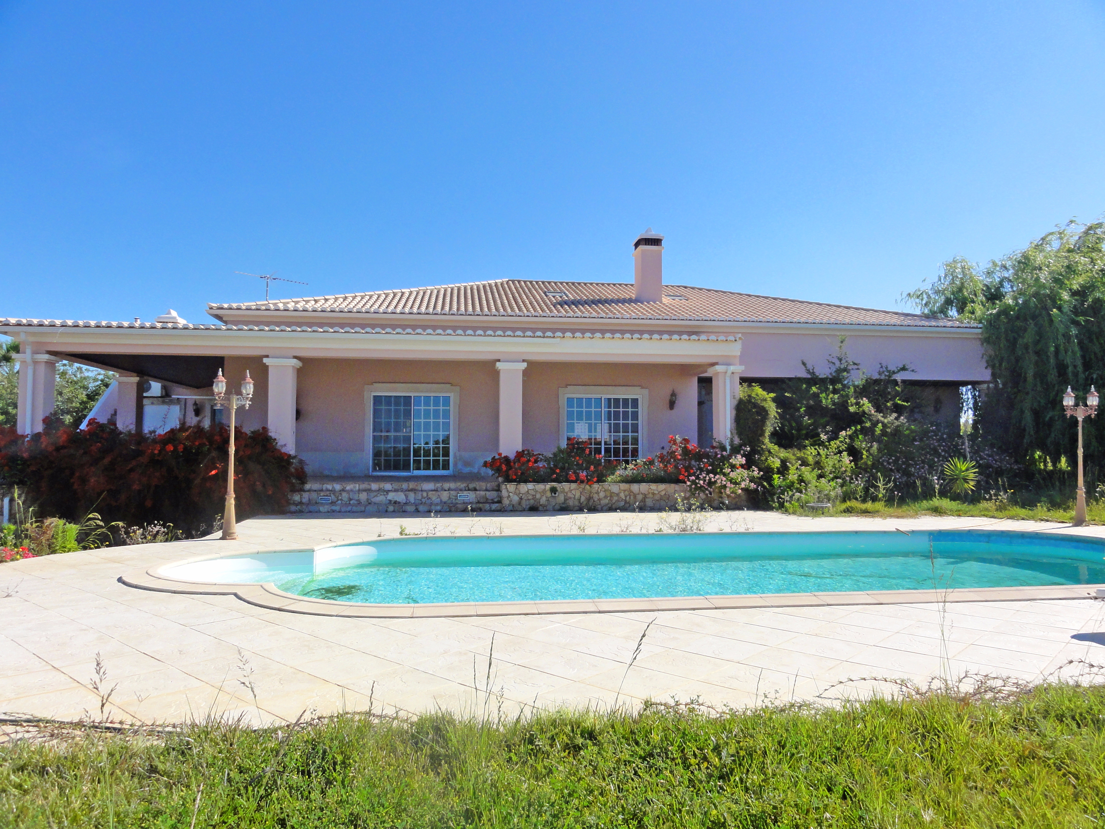 5 Bedroom Villa With Sea View, Pool & 2 Annexes, near Altura | S1785