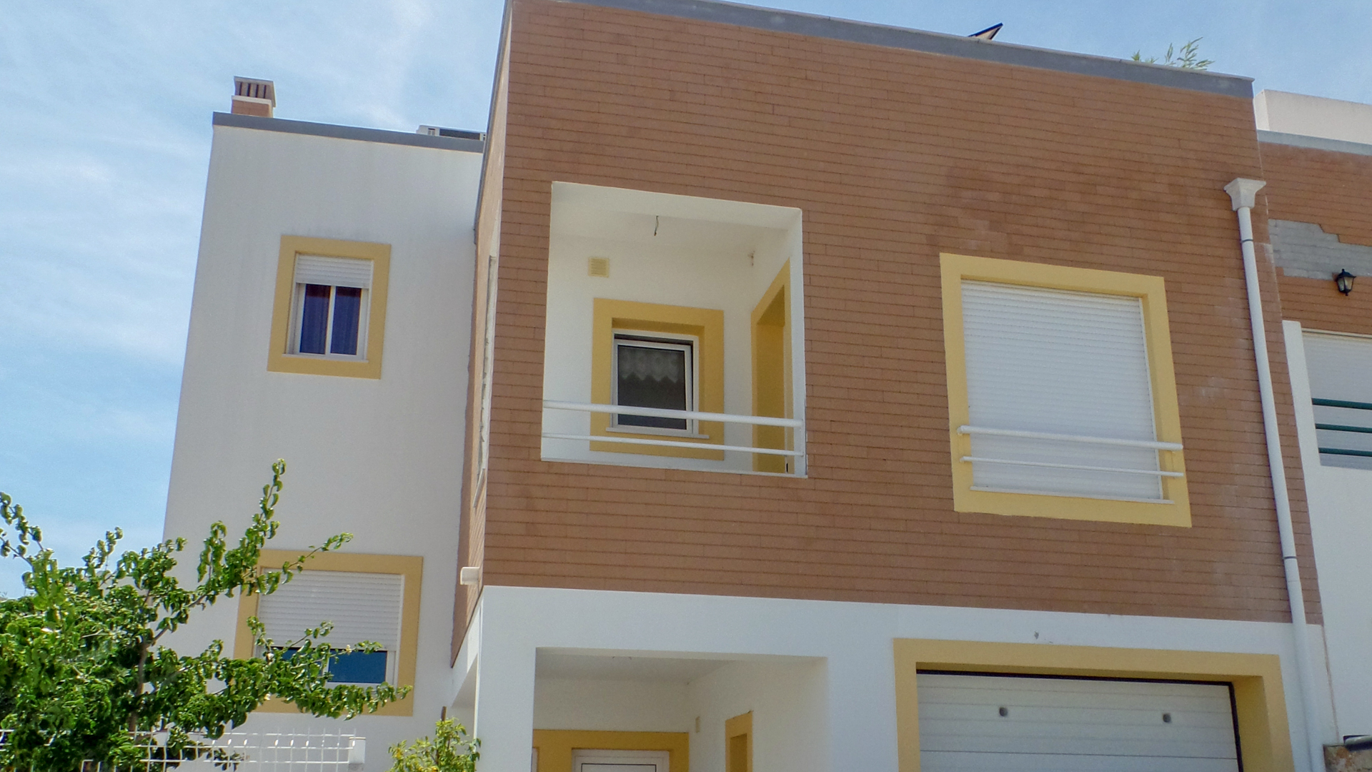 4 bedroom townhouse with roof top sea views, near tavira