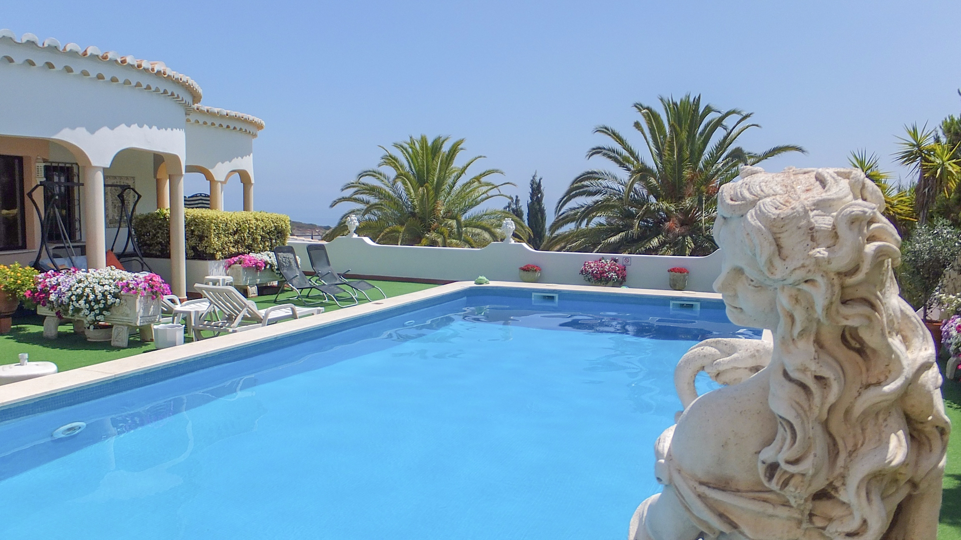 spacious 2 bedroom villa, plus 2 apartments and pool with sea views, burgau.