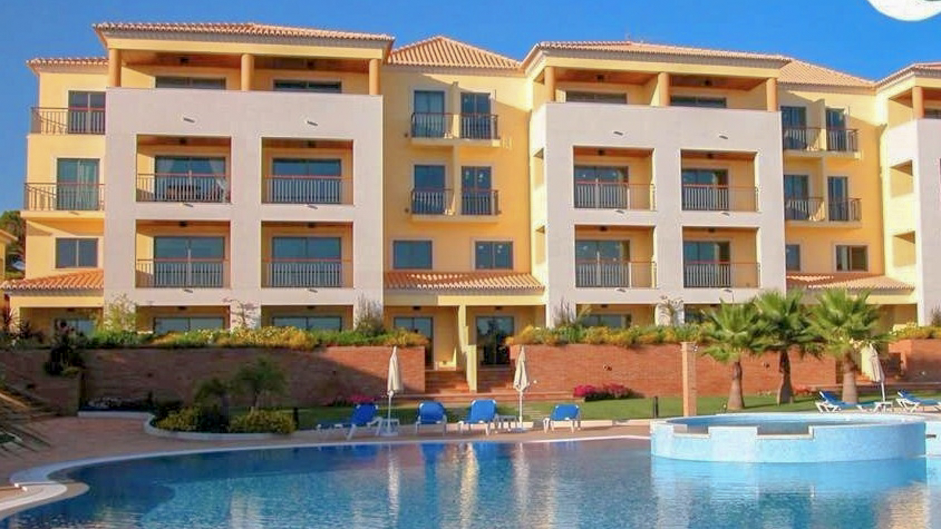 2 bedroom apartment in vilamoura with coastal views