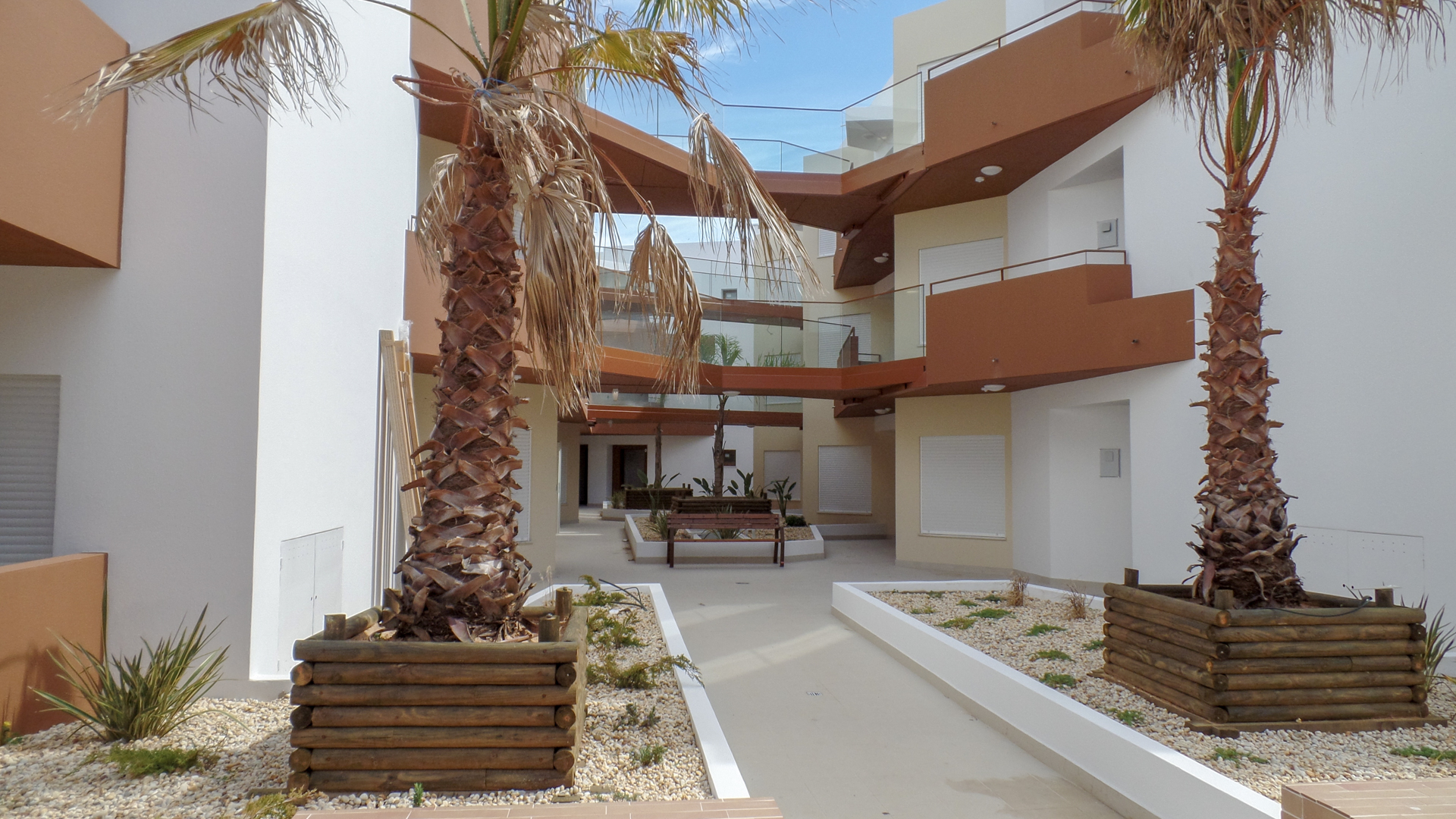 Luxury 2, 3 and 4 bedroom apartments with view of the Rio Arade, Portimao, West Algarve | S2902