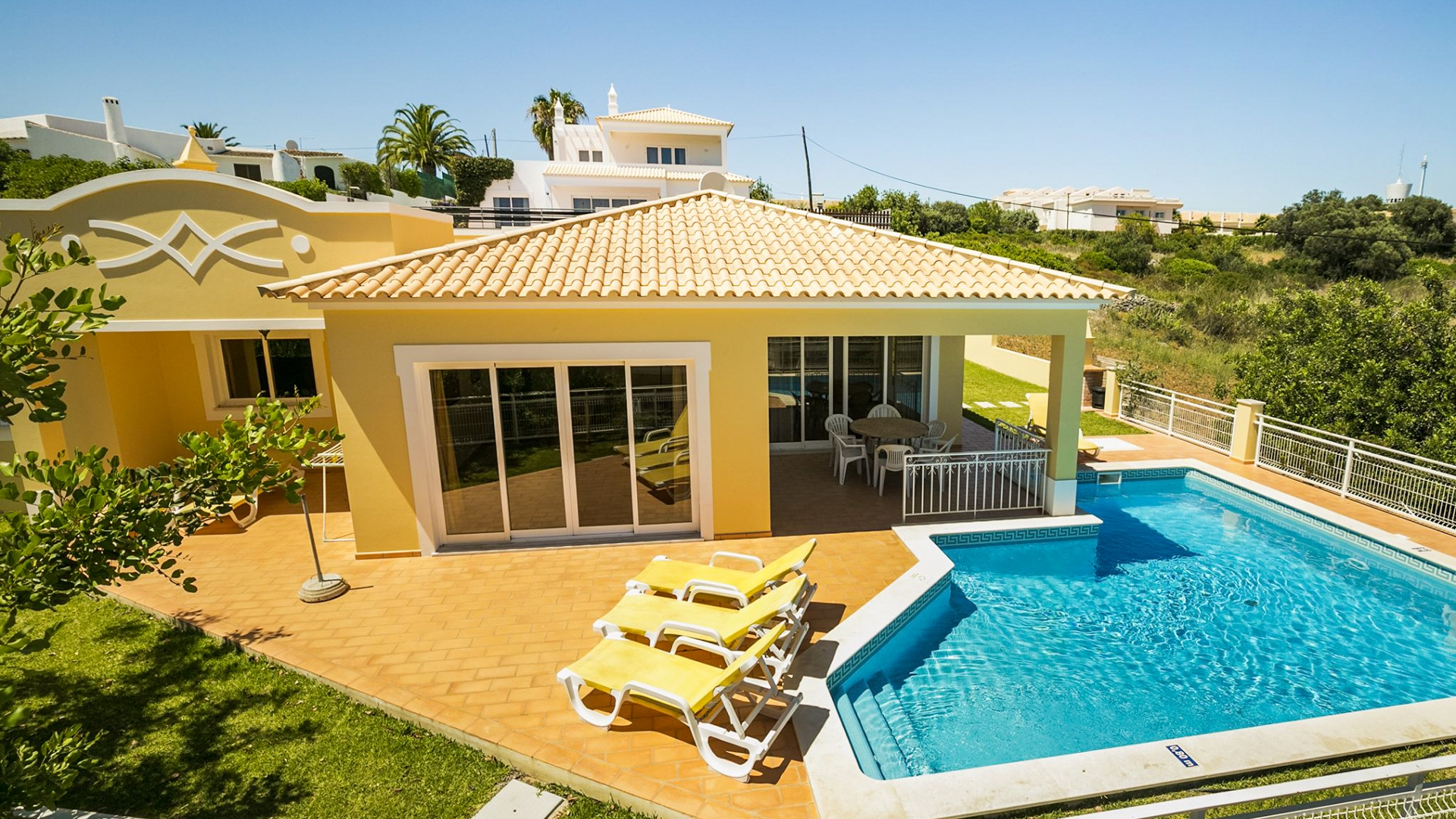 3 Bedroom One Level Villa with Sea Views, Albufeira | PGM568 This villa is set over one level with no interior stairs including to the pool, so would make an ideal retirement property or family friendly holiday home. Located close too beaches and amenities.