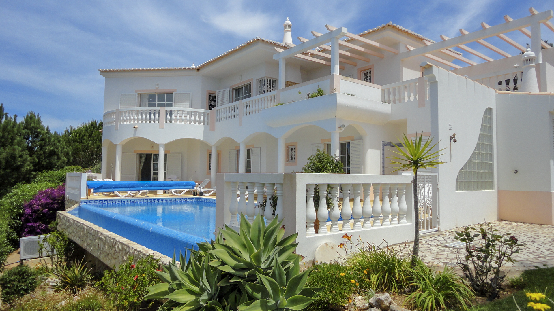 Beautiful 3 bed villa with pool looking over the golf course with sea views | S2278