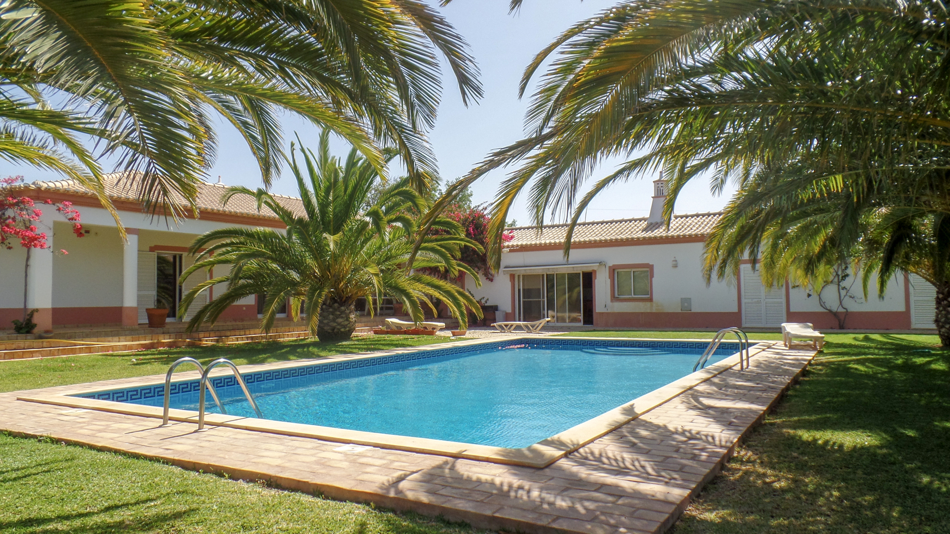Tranquil 6 Bedrooms Mediterranean Style Villa, 5 min drive to Beach and Albufeira | S5183