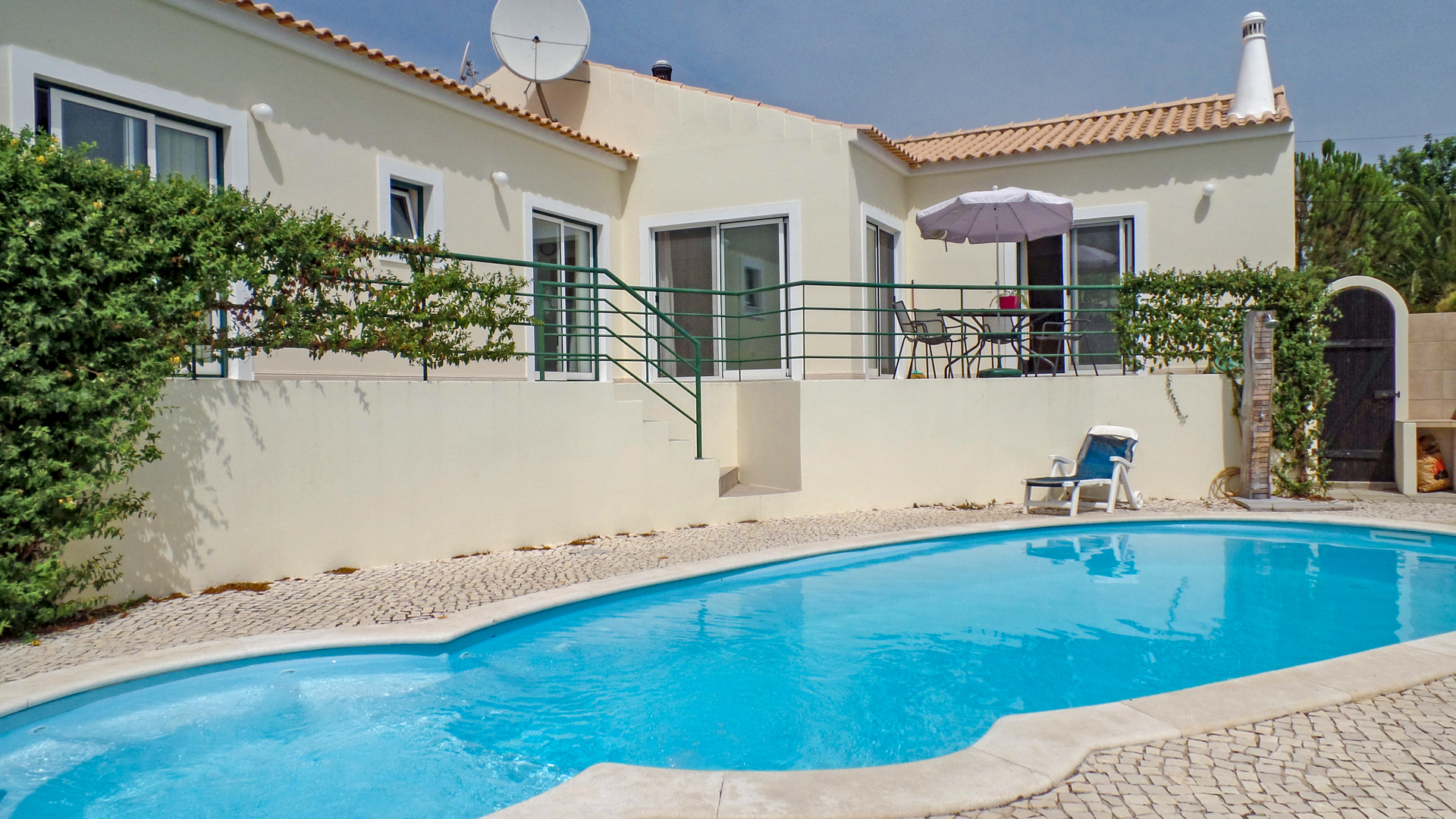 3 bedroom bungalow style villa with pool, north of Alvor | LG695