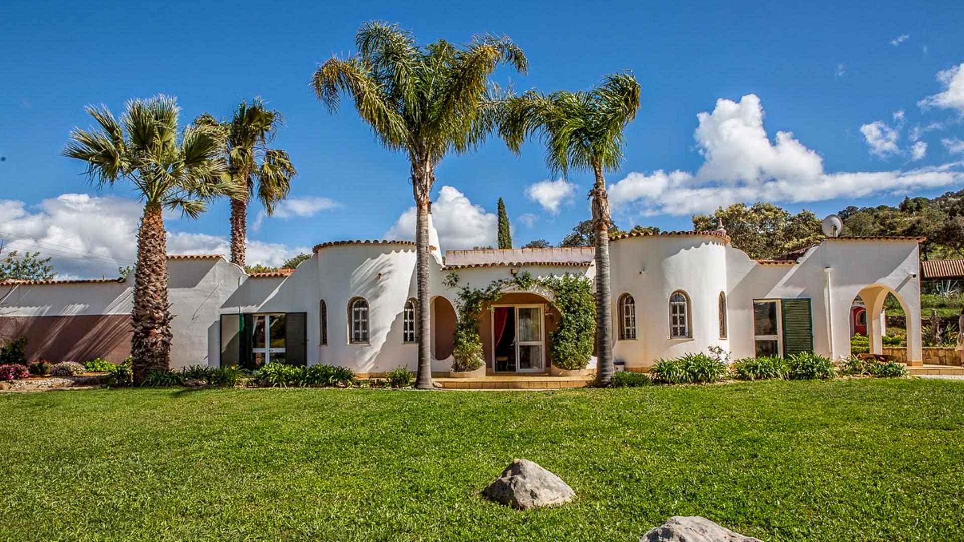 Fully Licensed Rural Tourism Quinta on Large Plot near ...