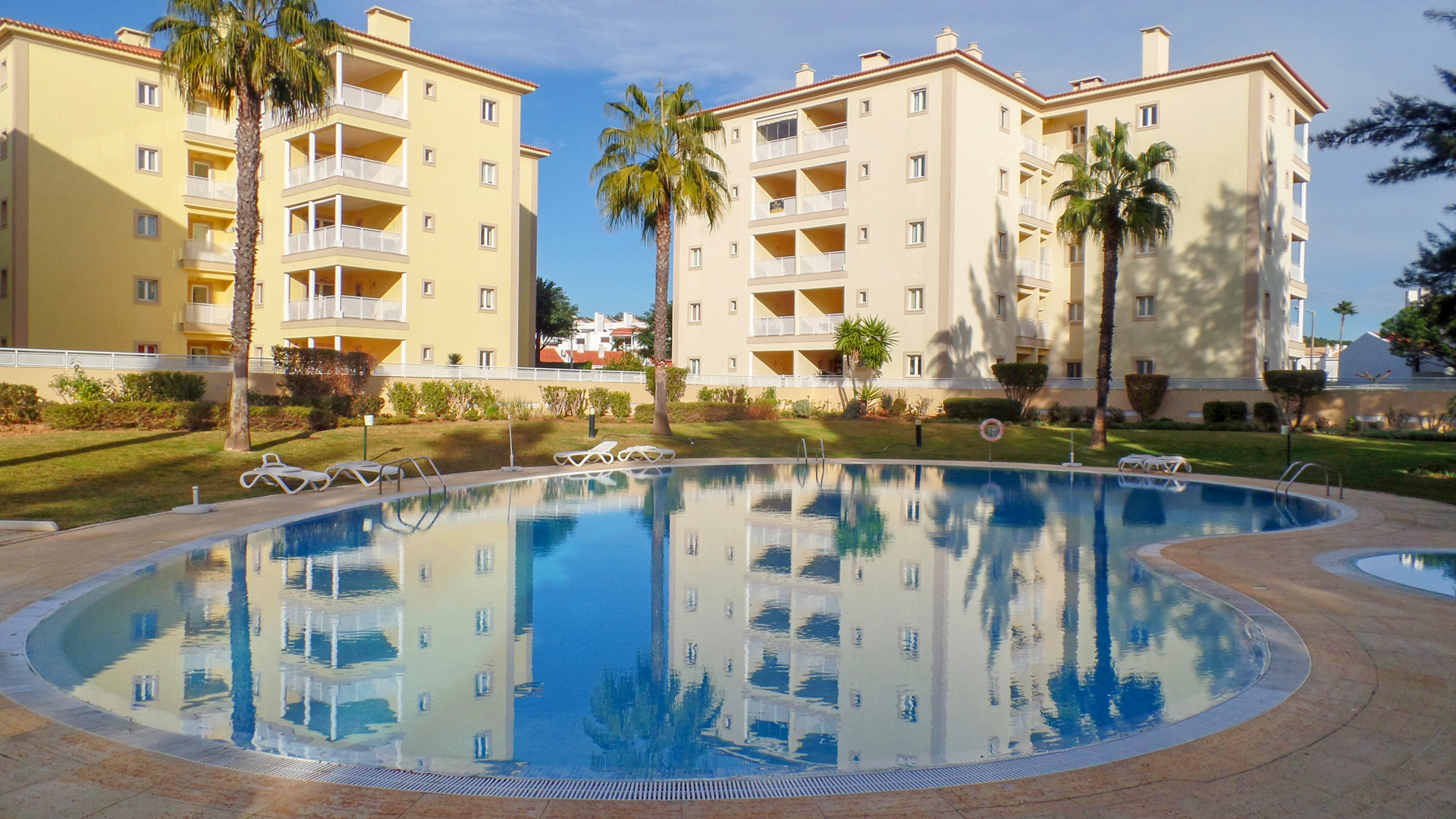 2 bed apartment with pool in vilamoura, algarve