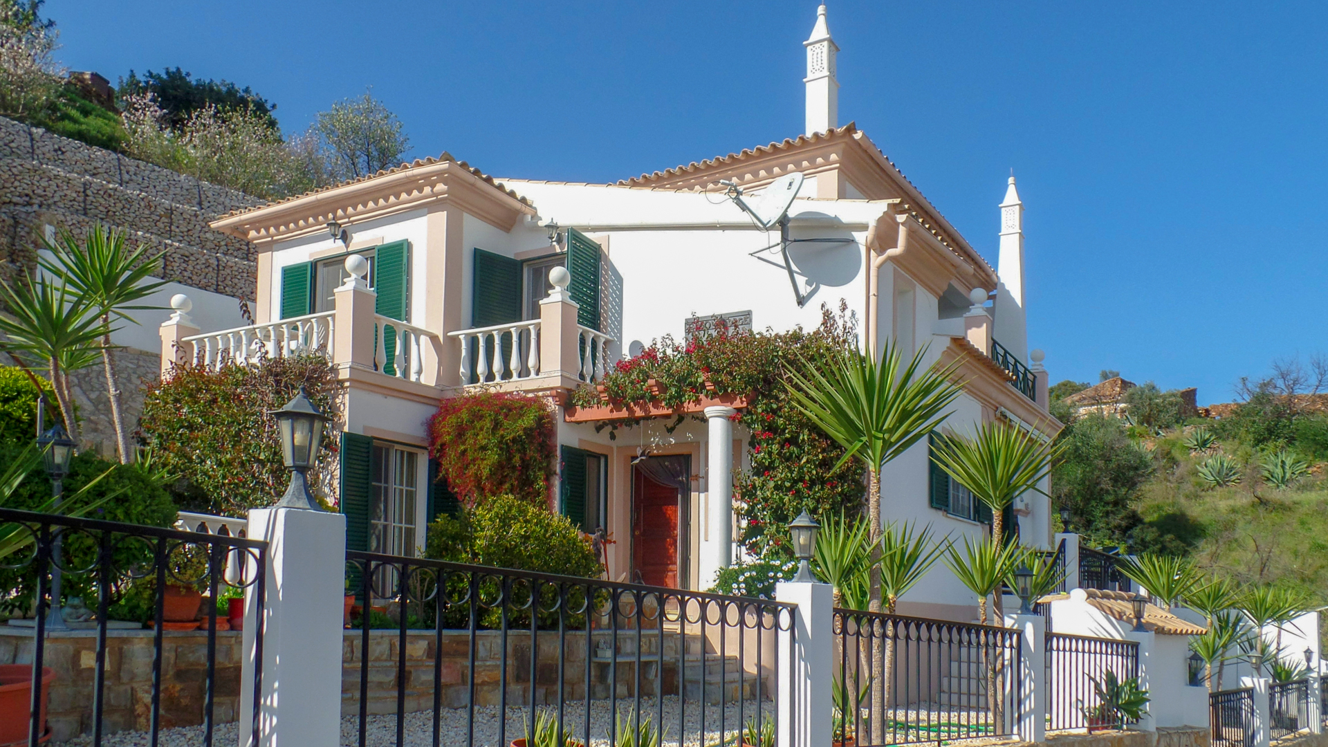3 + 1 bedroom elevated country villa with pool and partial sea views, tavira